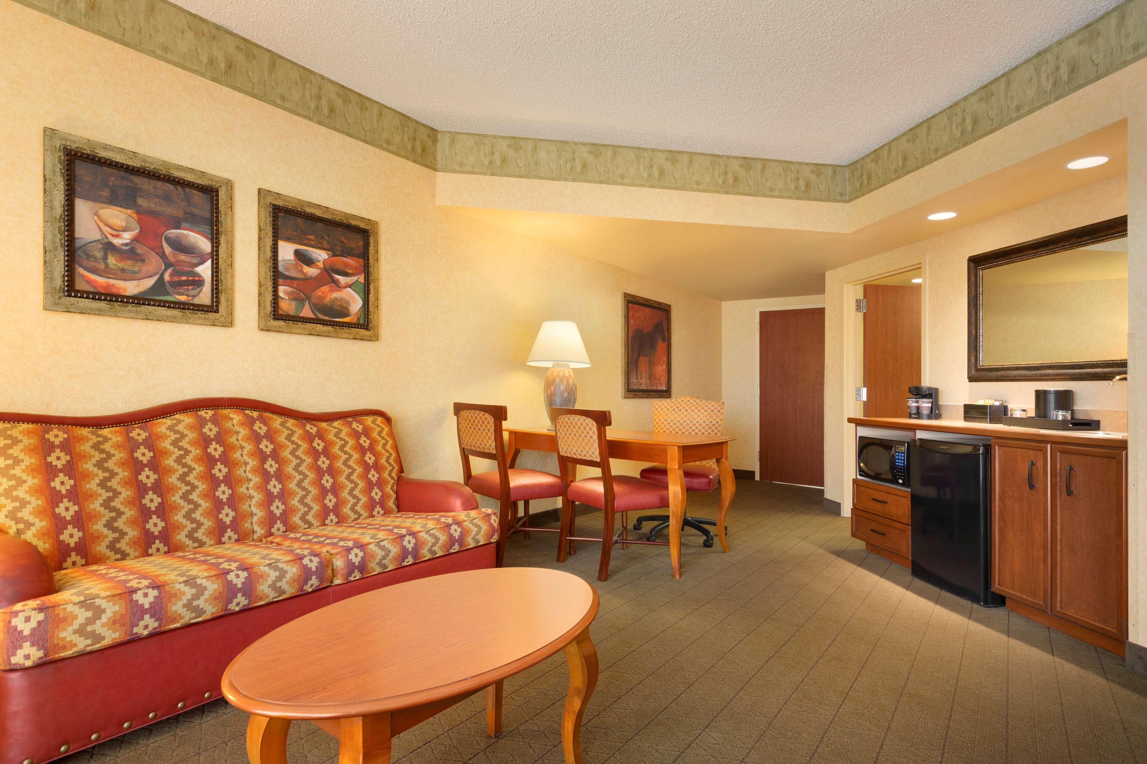 Embassy Suites Hotel And Spa Albuquerque
