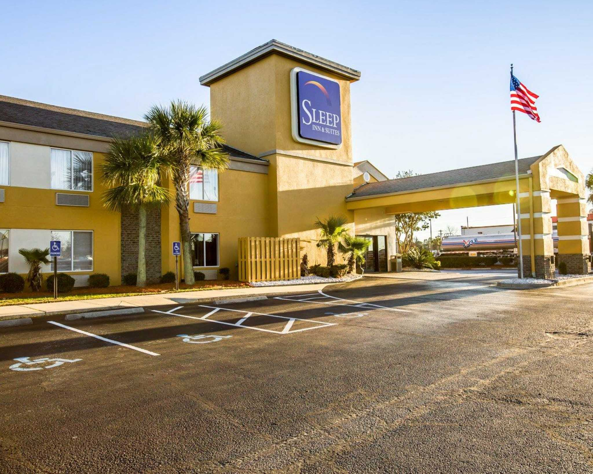 Hotels Near Tanger Outlet Center: Browse over hotels closest to Tanger Outlet Center. South Carolina • Myrtle Beach • Tanger Outlet Center. Myrtle Beach Travel Guide. Located in the heart of Myrtle Beach, this motel is within a minute walk of Tanger Outlet Center and Myrtle Beach Speedway. Legends Golf Club is 3 mi (