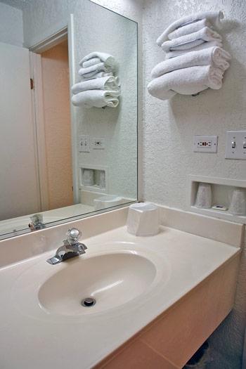 Motel 6 Denver Central - Federal Boulevard image 1
