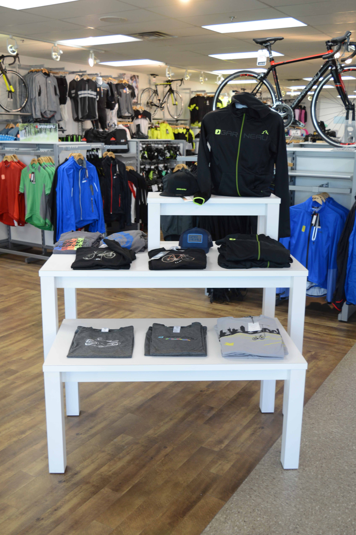 Store Fixture Solutions Laval (514)812-2450