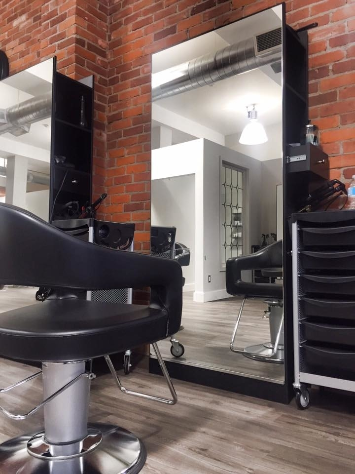 Wispers Hair & Day Spa in Cambridge: single hair station