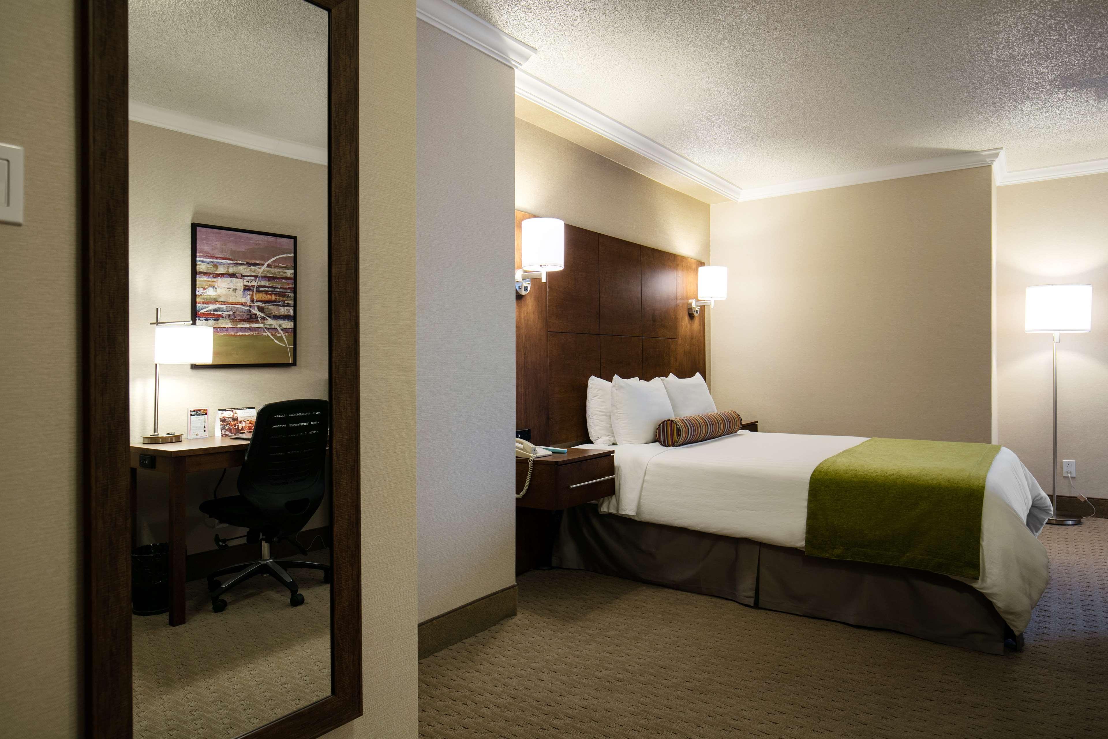 Best Western Ville-Marie Montreal Hotel & Suites à Montreal: Deluxe Queen Room
