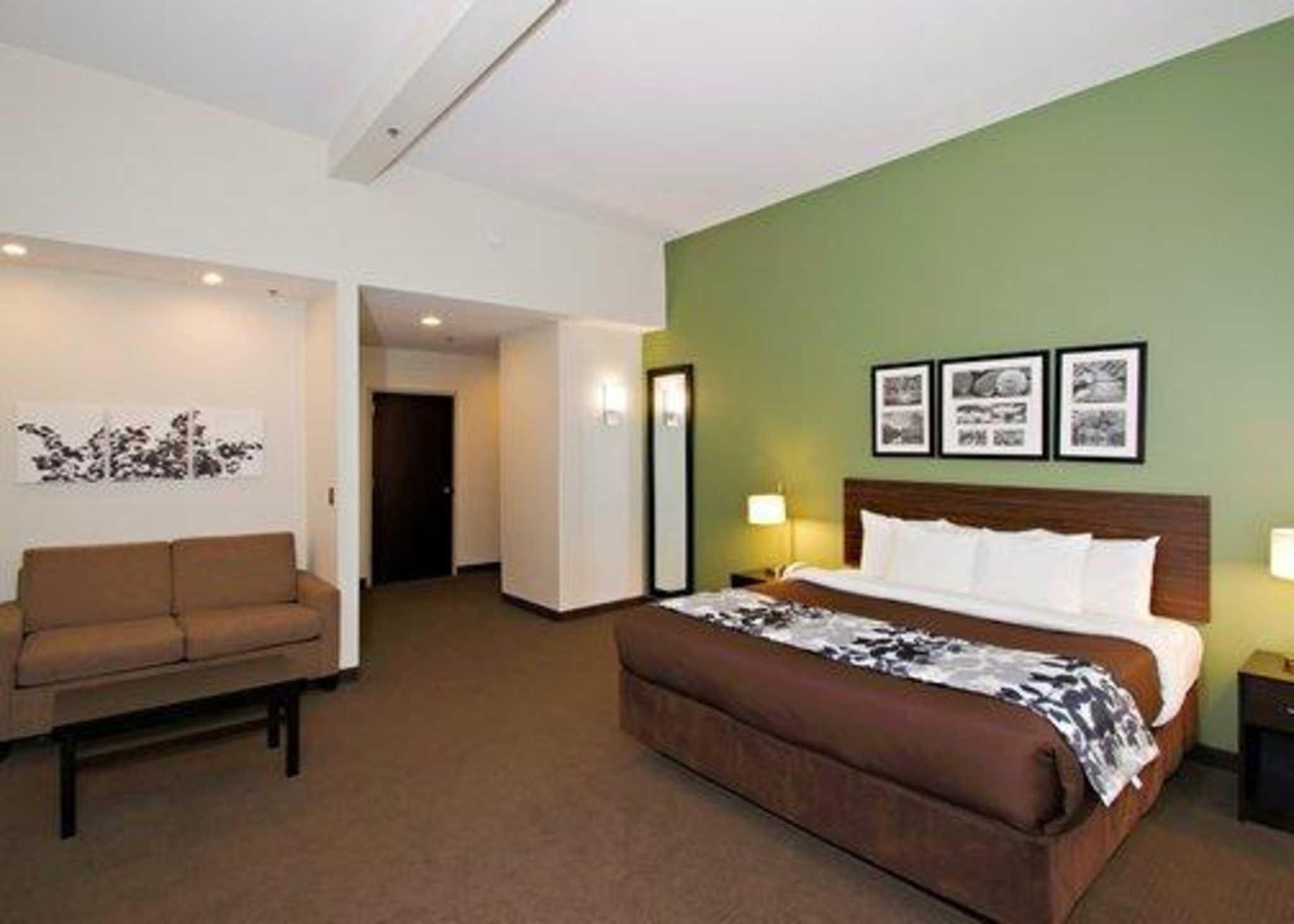 sleep inn suites downtown inner harbor baltimore. Black Bedroom Furniture Sets. Home Design Ideas