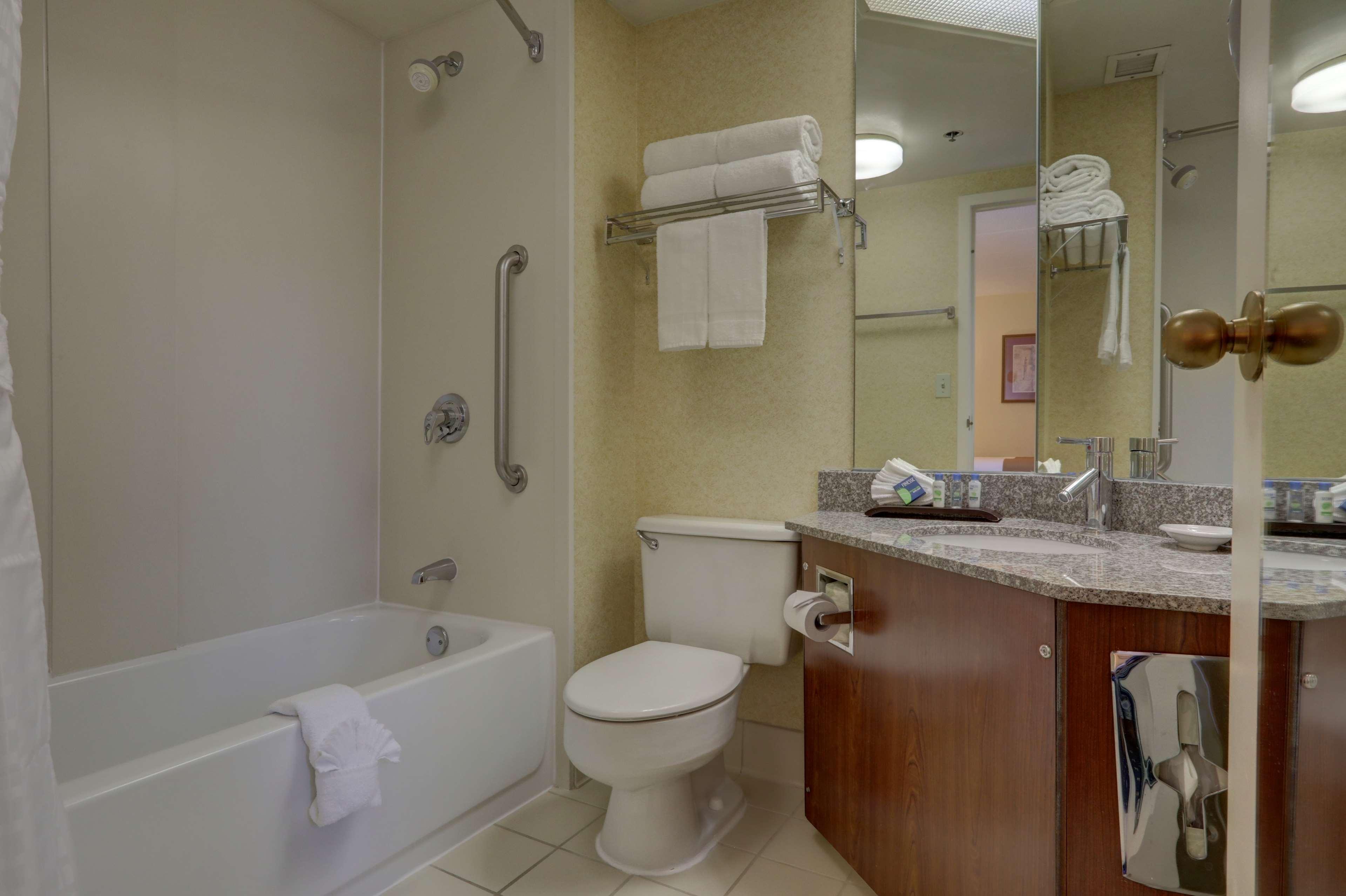 2 Doubles Bathroom