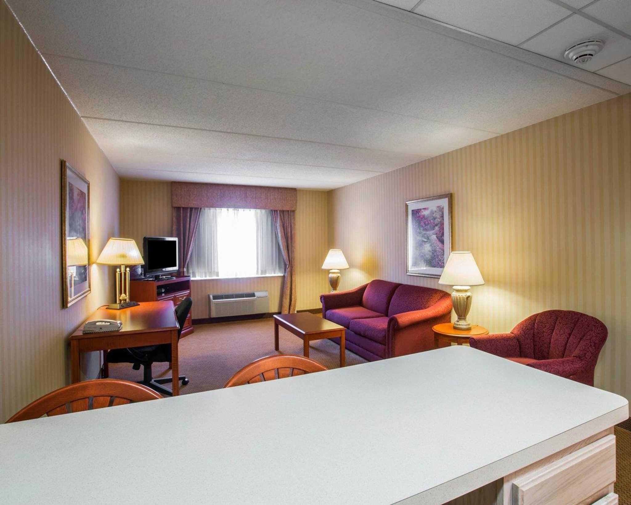 Comfort Inn Amp Suites In Hawthorne Ny 10532