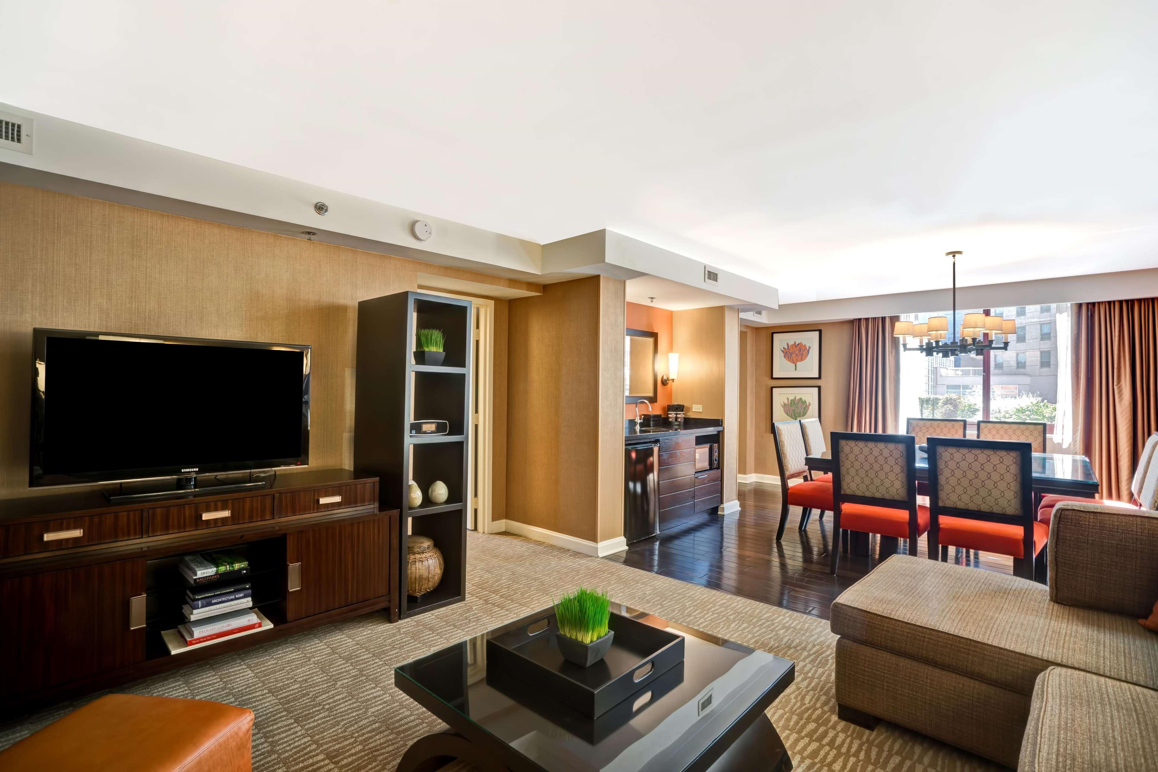 Restaurants Near Embassy Suites Chicago Magnificent Mile
