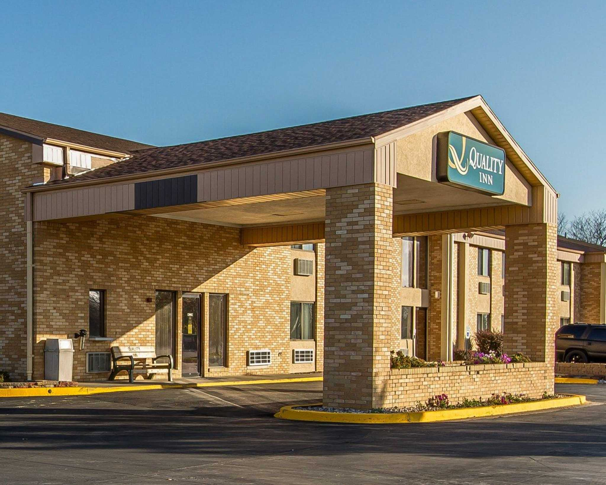 Hotels Near Burlington Ia