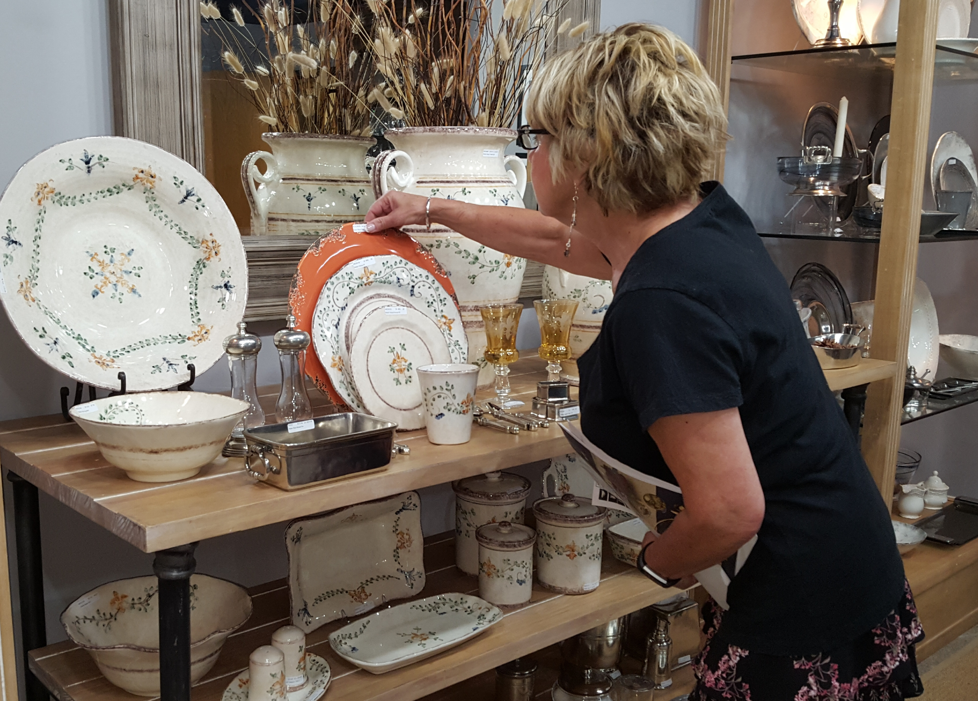 Angel selecting Arte Italica Medici Dinnerware at the AI Showroom