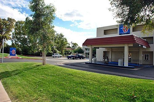 Motel 6 Phoenix Tempe - Priest Dr image 4