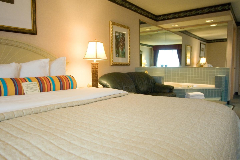 Phoenix Inn Suites - South Salem image 9
