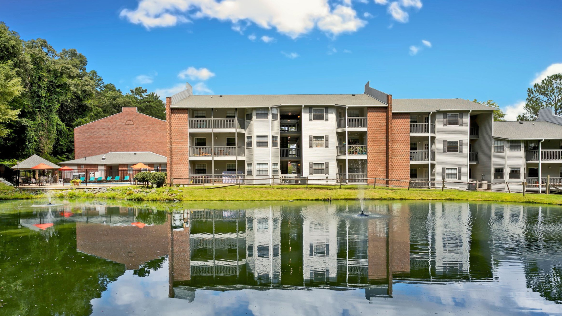 Franklin Woods Apartments reviews | Apartments at 1521 E. Franklin St. - Chapel Hill NC