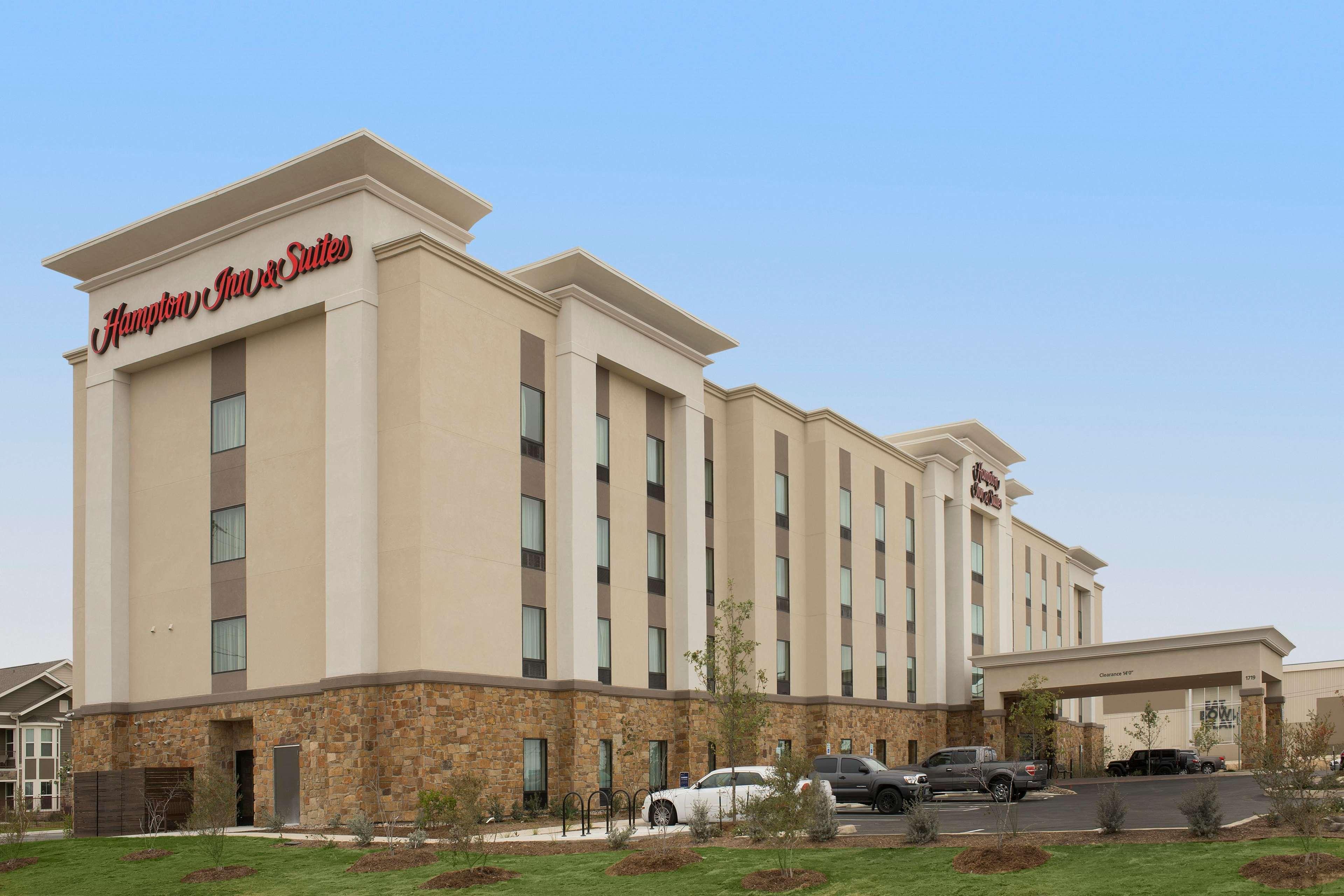 Hampton Inn Amp Suites San Antonio Lackland Afb Seaworld
