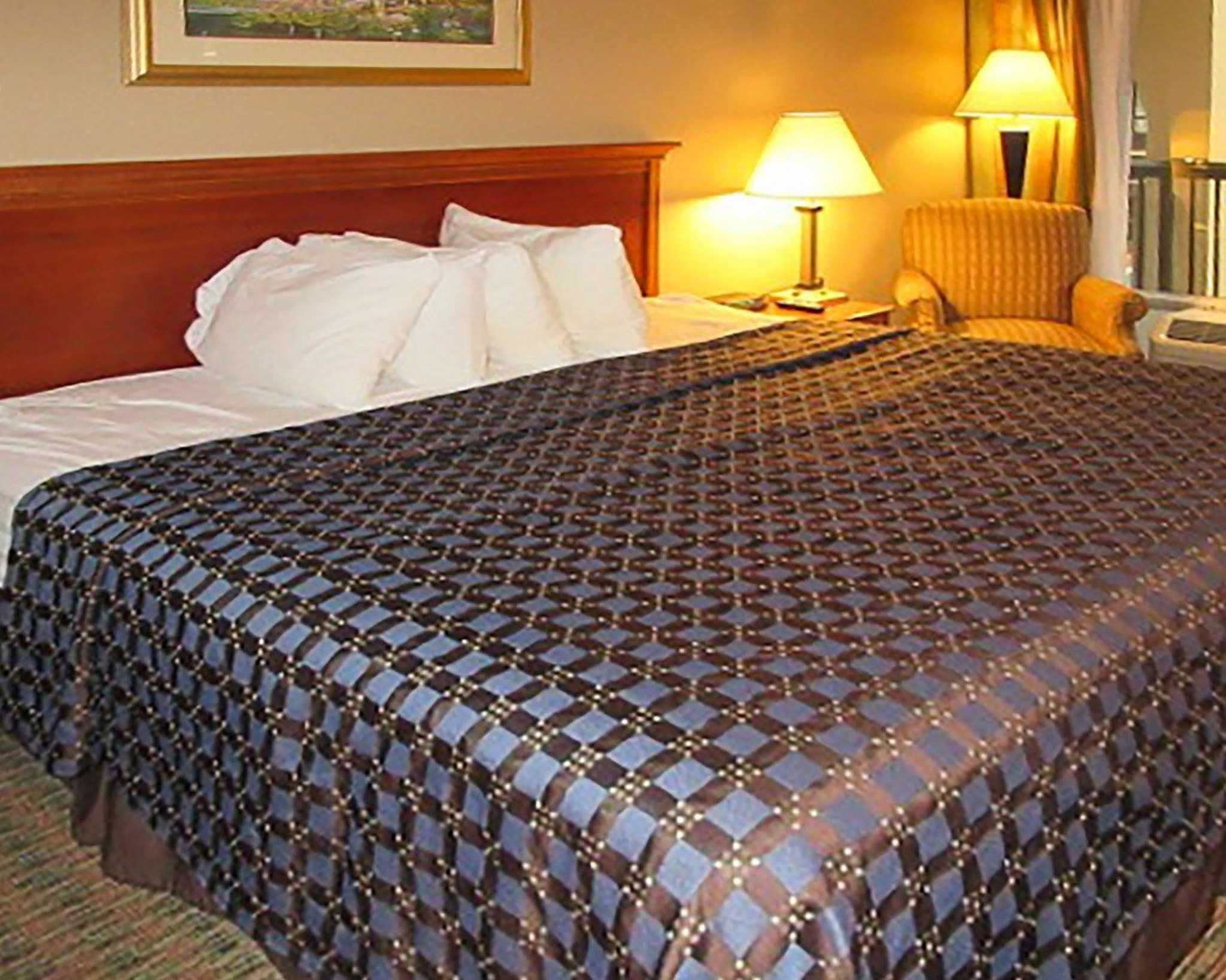 quality inn in newport tn hotels motels yellow pages. Black Bedroom Furniture Sets. Home Design Ideas