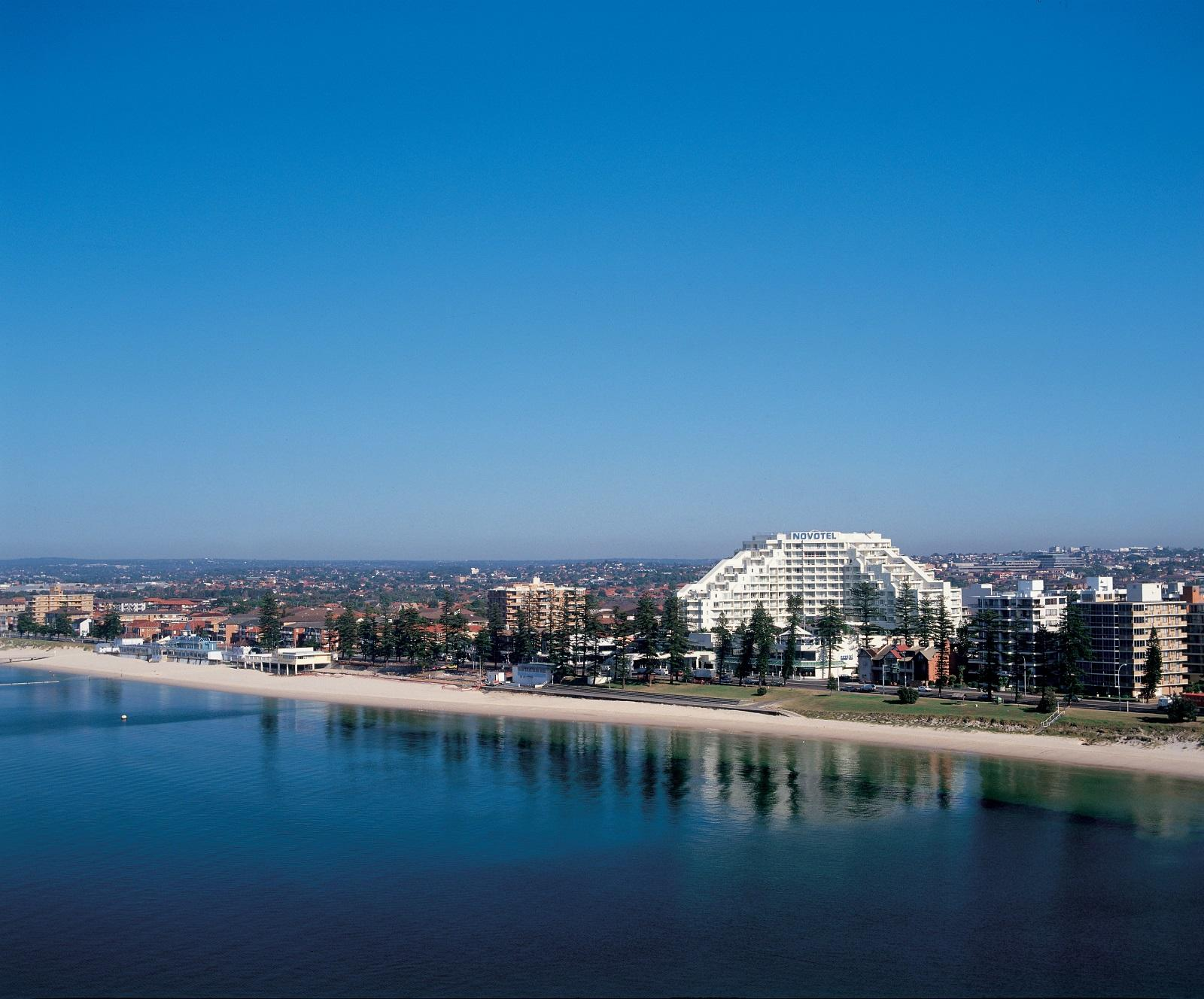 Hotel in NSW Sydney 2216 Novotel Sydney Brighton Beach The Grand Parade, Brighton-Le-Sands  0295565111