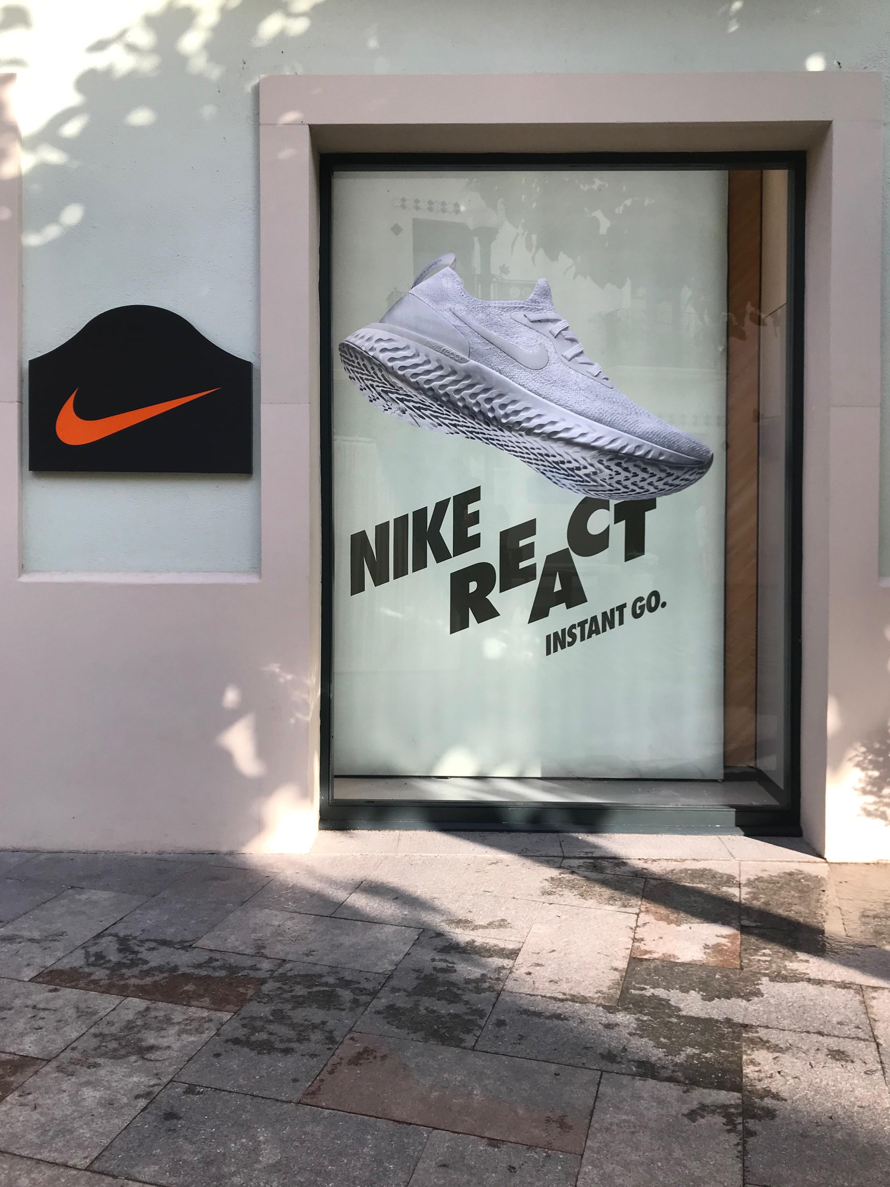 Producto chupar Preocupado  La Roca Village Nike Factory Store - Sports Et Loisirs: Articles Et  Vêtements (Détail Et Accessoires) à Cardedeu (adresse, horaires, avis, TÉL:  938423...) - Infobel