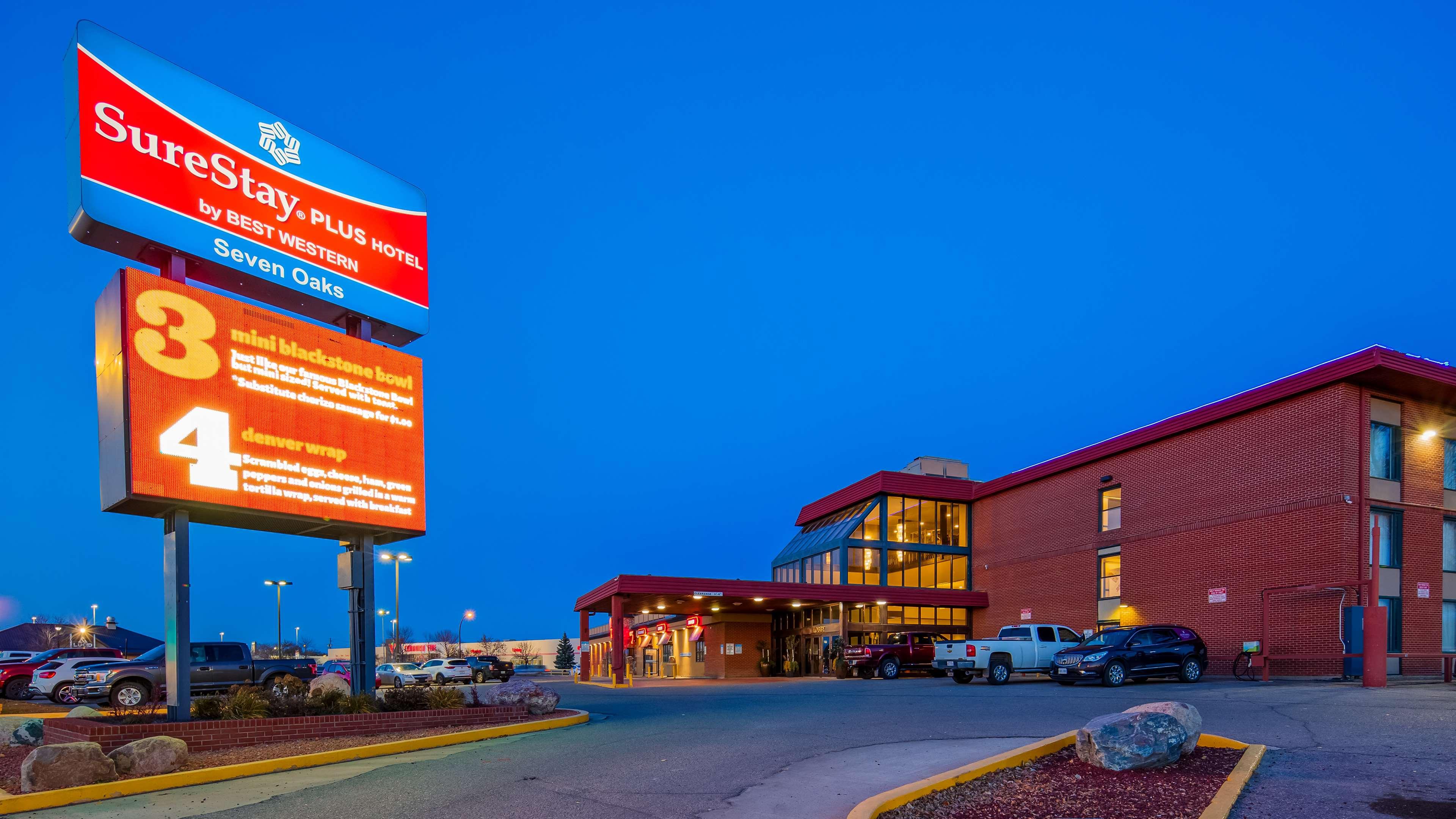 SureStay Plus Hotel by Best Western Seven Oaks in Regina: Exterior