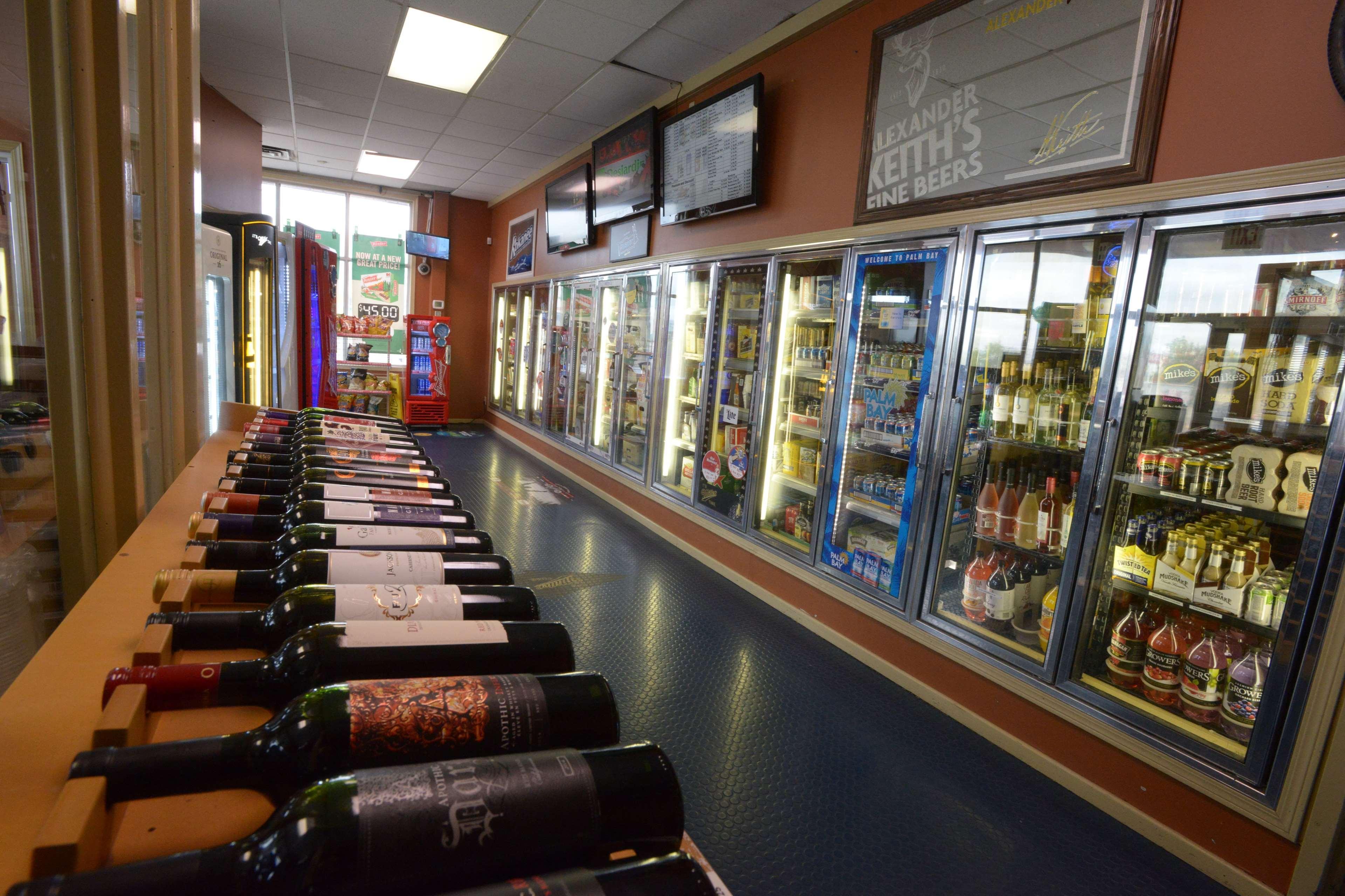 SureStay Plus Hotel by Best Western Seven Oaks in Regina: Convenience Store