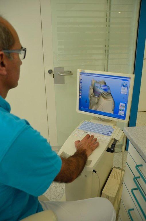Zahnarztpraxis Biel/Bienne Dr. med. dent. Lisa Leutenegger  Dr. med dent. Roman Januth