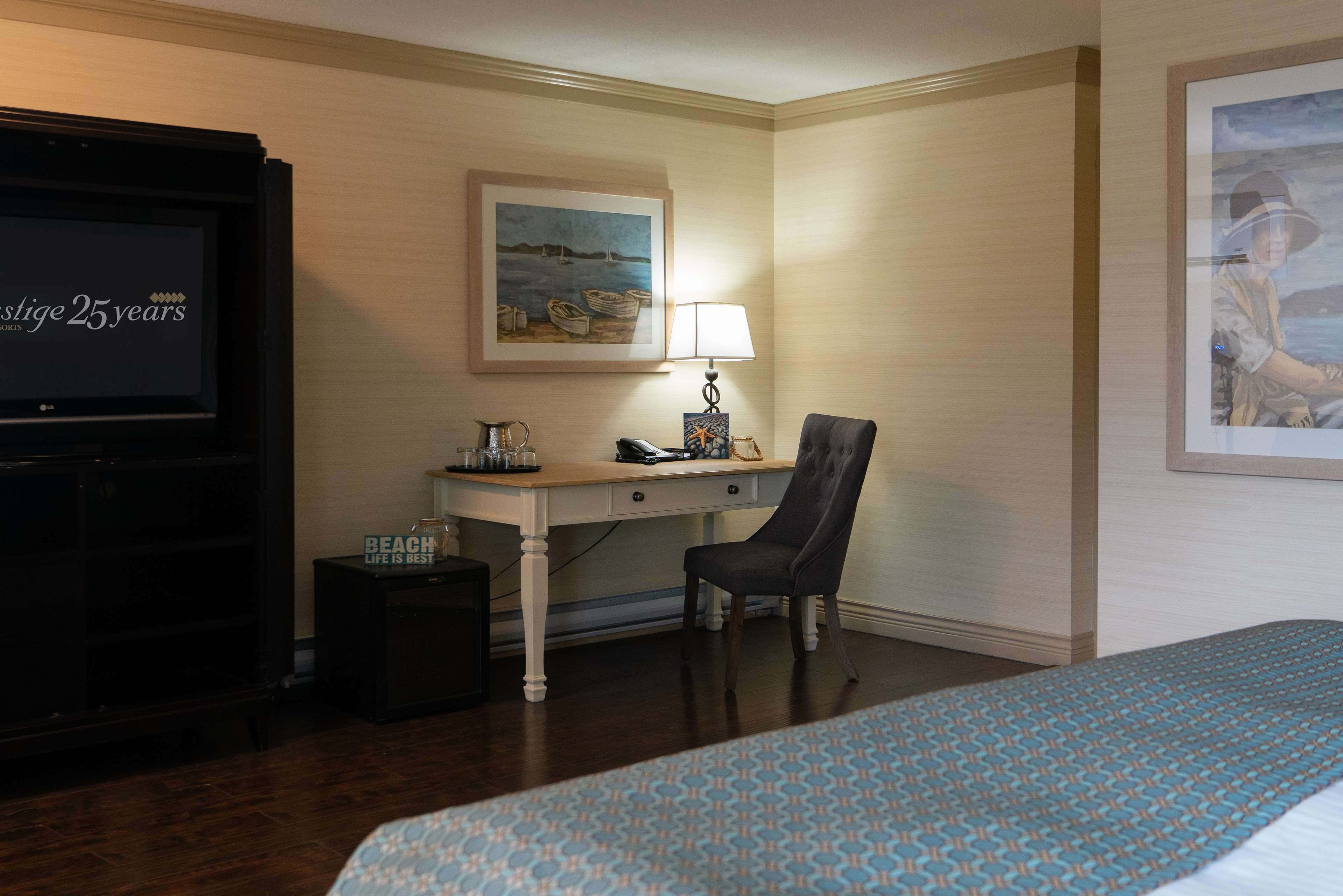 Prestige Beach House, BW Premier Collection in Kelowna: Corporate King Guest Room