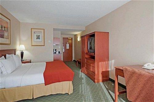 Holiday Inn Express & Suites Auburn image 0