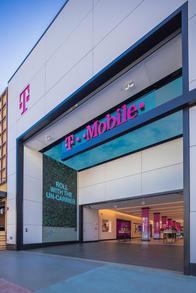 Exterior photo of T-Mobile Store at 3rd Street Promenade, Santa Monica, CA