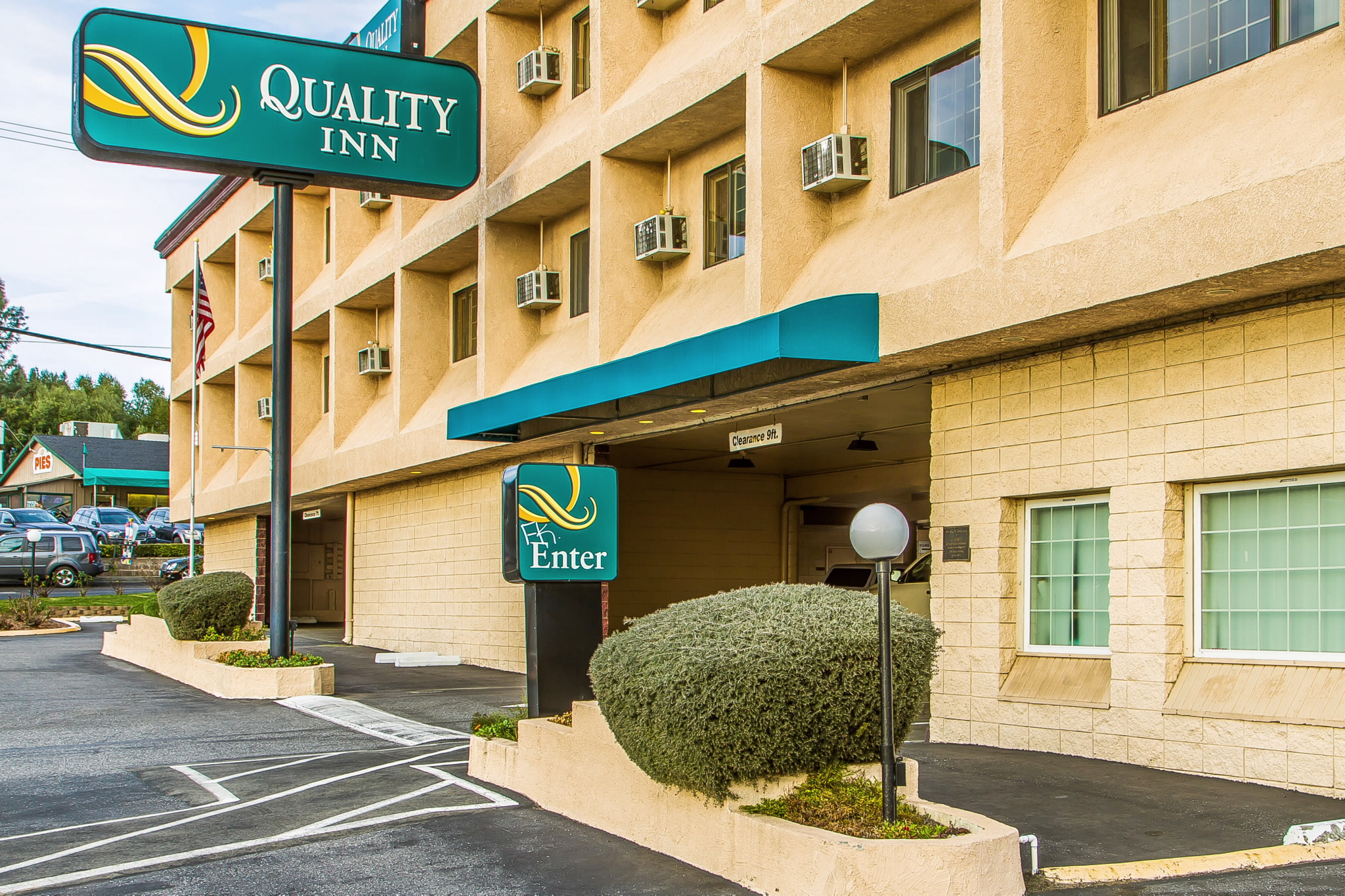 The Quality Inn Auburn - Foresthill hotel in Auburn, CA is located near Lake Clementine & the State Theater. Enjoy our free continental breakfast & WiFi!Phone: ()