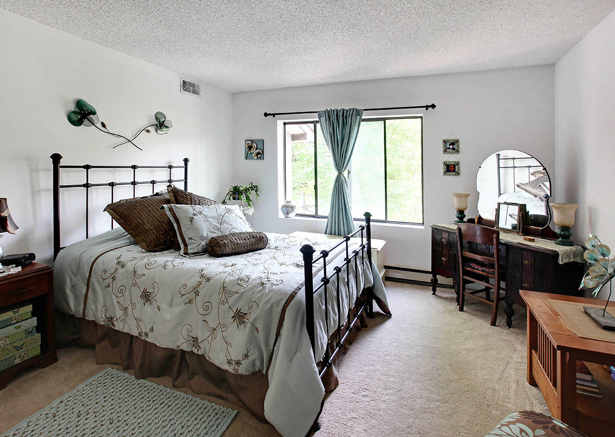 Spacious bedrooms Oxford Heights Albany (518)456-4822