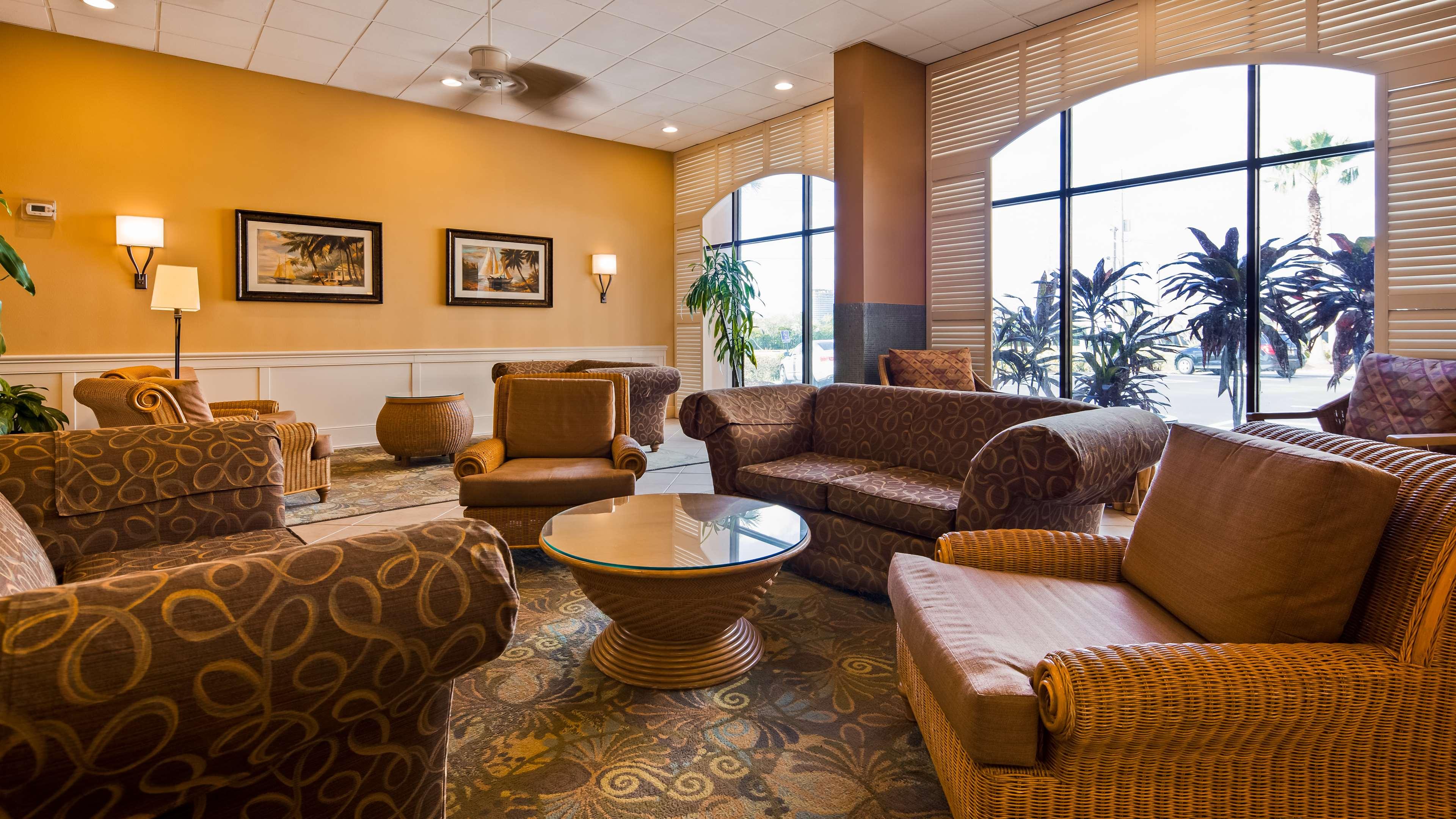 $41+ Hotels Near SeaWorld Adventure Park in Orlando FL