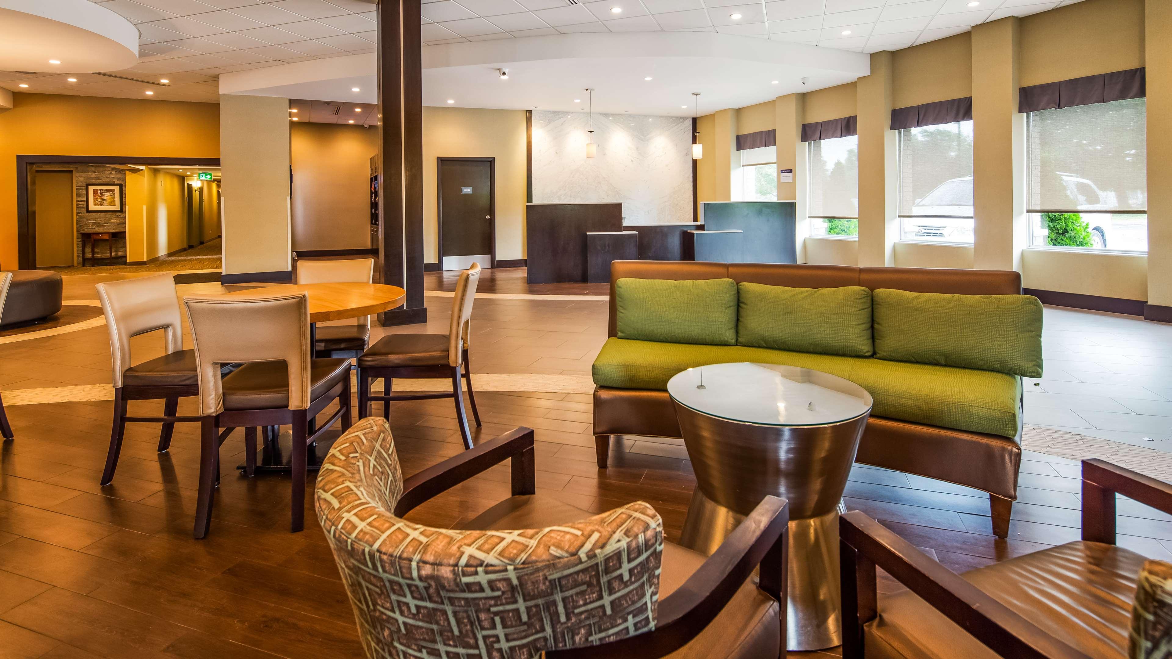 Hotel Lobby Best Western Plus Leamington Hotel & Conference Centre Leamington (519)326-8646