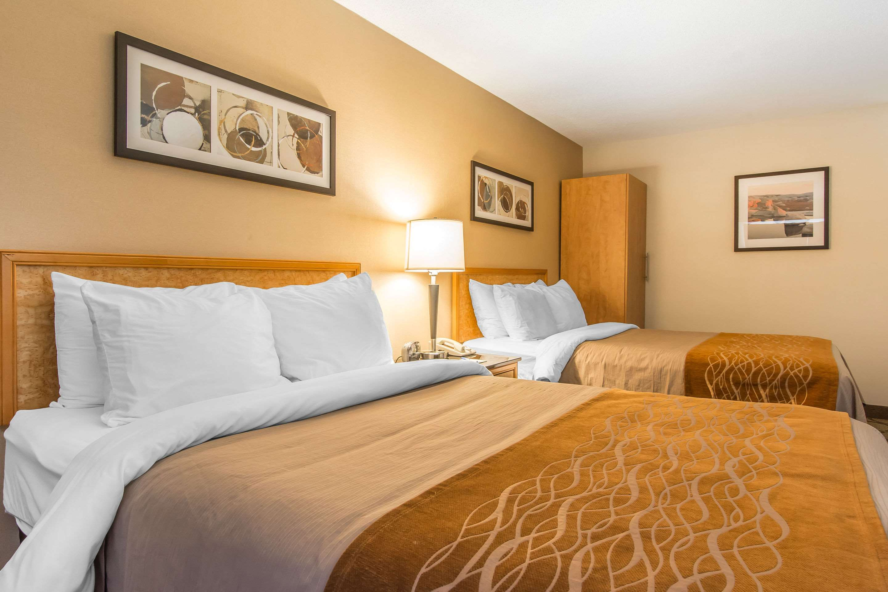 Comfort Inn Magnetic Hill in Moncton: Guest room with double bed(s)