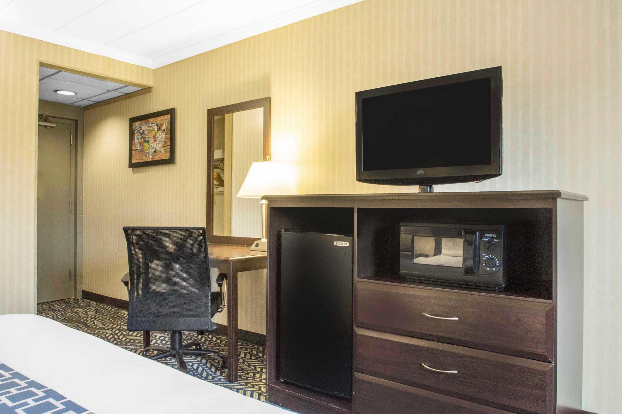 Motels Hicksville Long Island