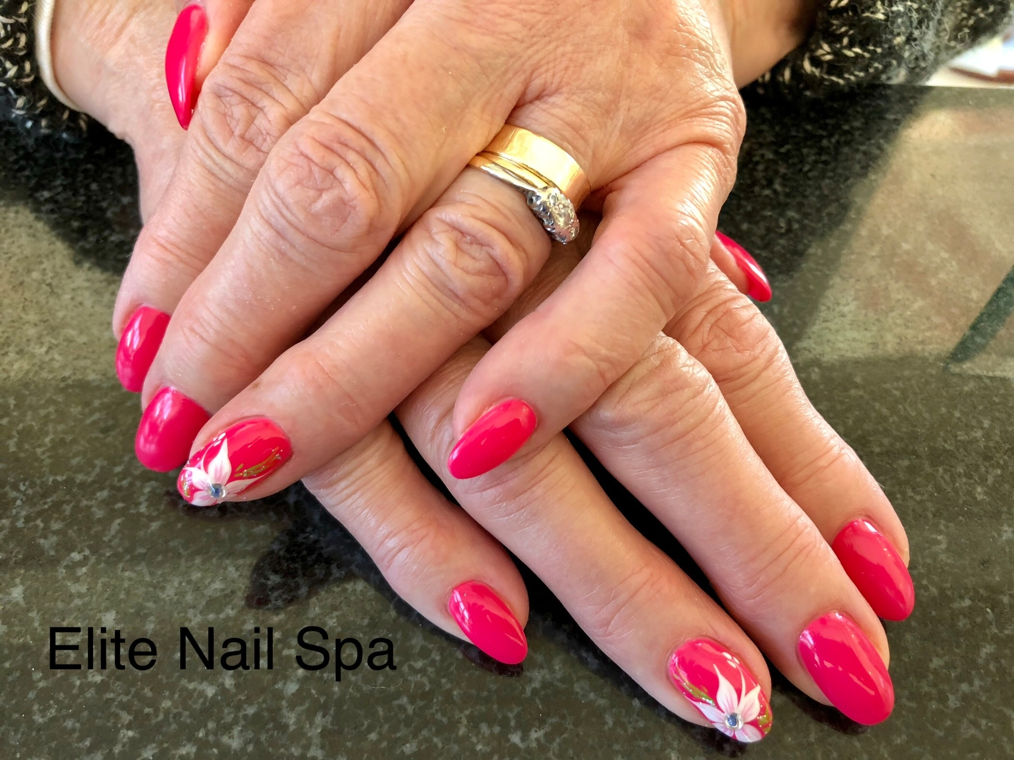 Elite Nail Spa in Whitby: Dipping Powder nails with design.