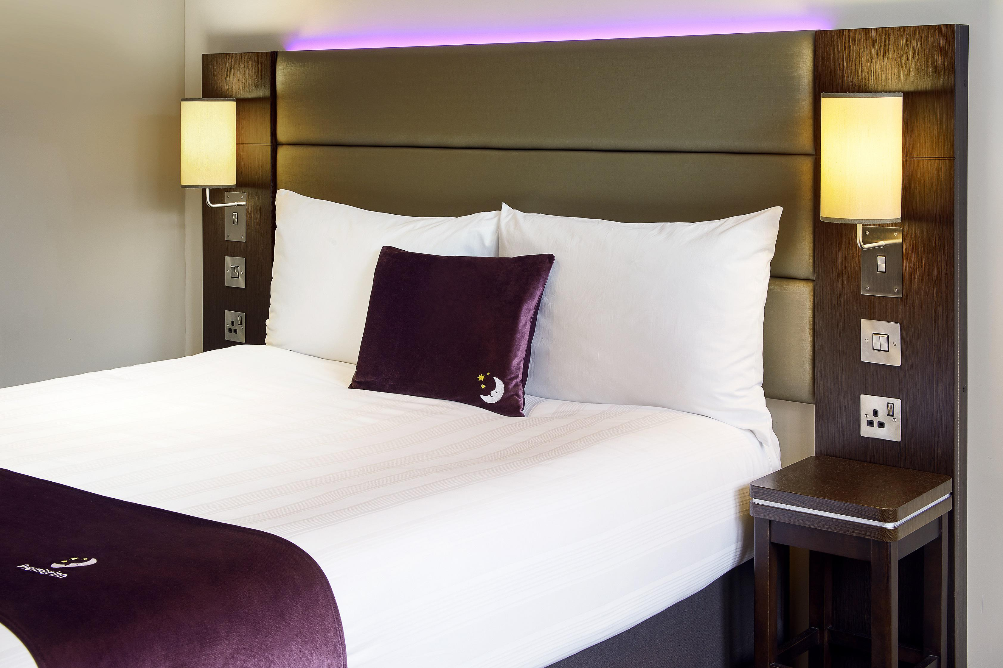 Premier Inn bed Premier Inn London Southwark (Bankside) hotel London 03333 211274