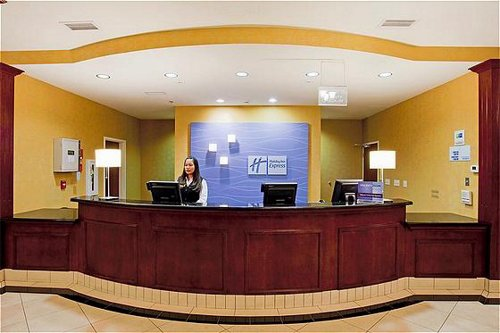 Holiday Inn Express & Suites Reno Airport image 3