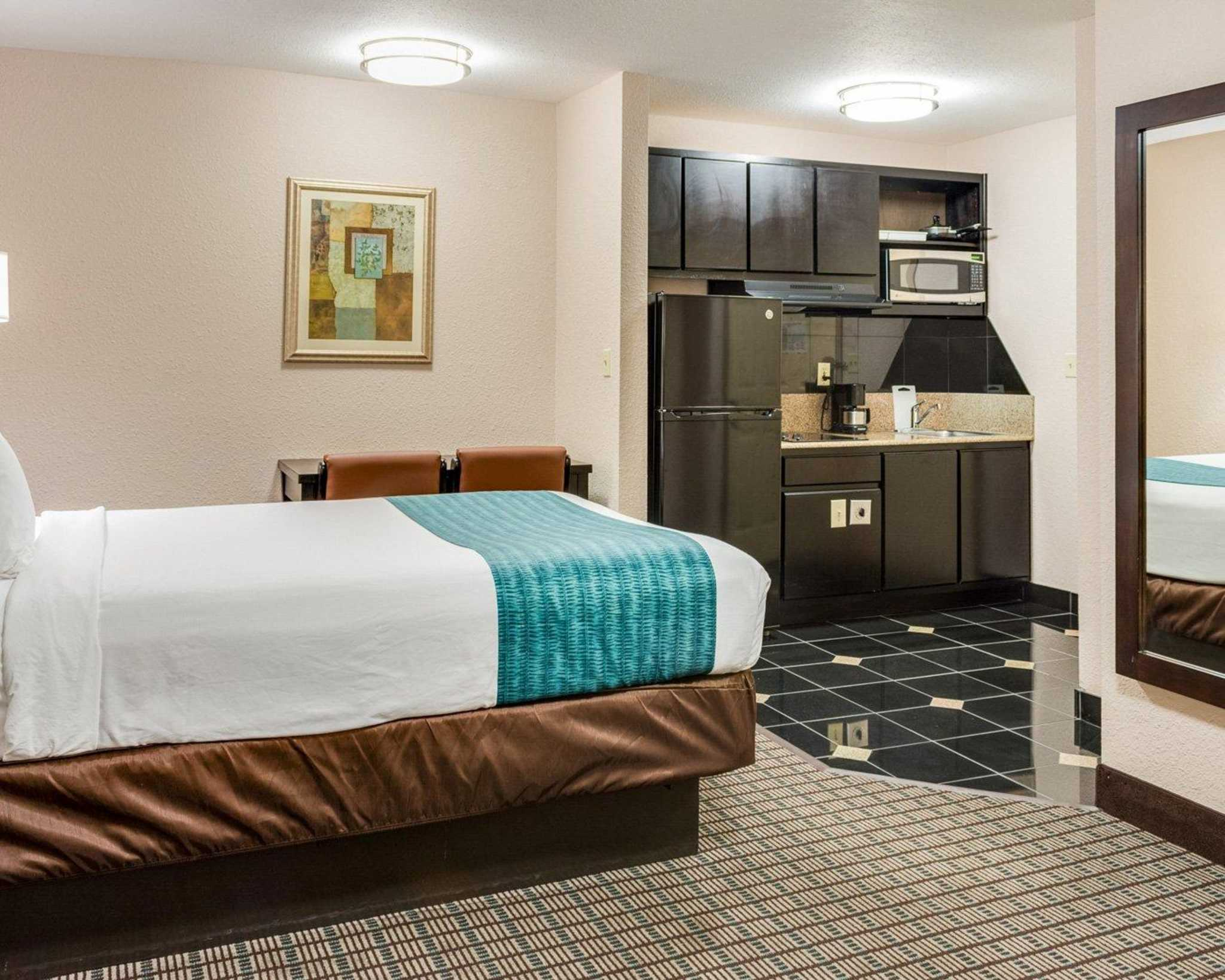 Hotels Near Avondale La