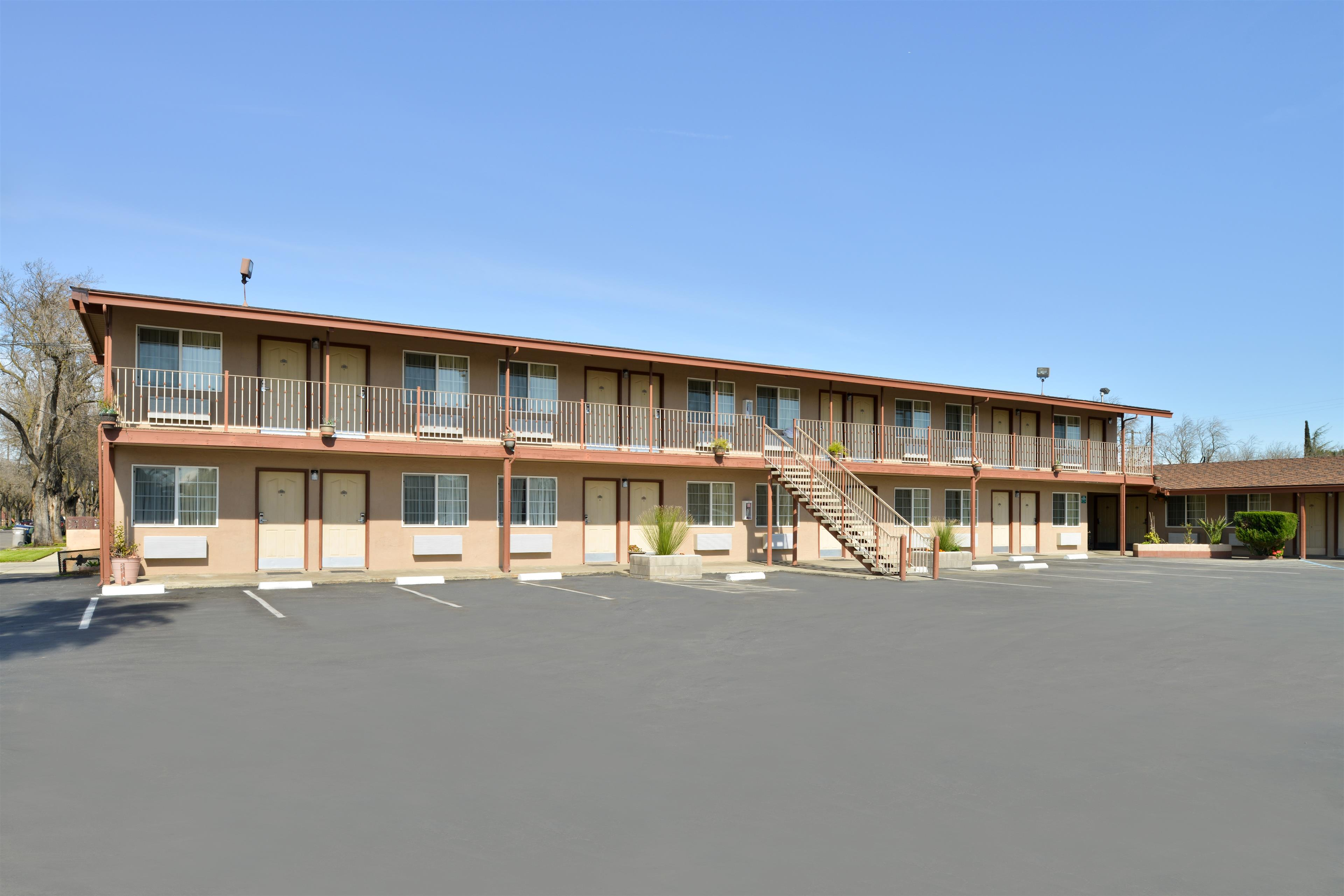 Americas best value inn los banos coupons near me in los for Hotels 8 near me