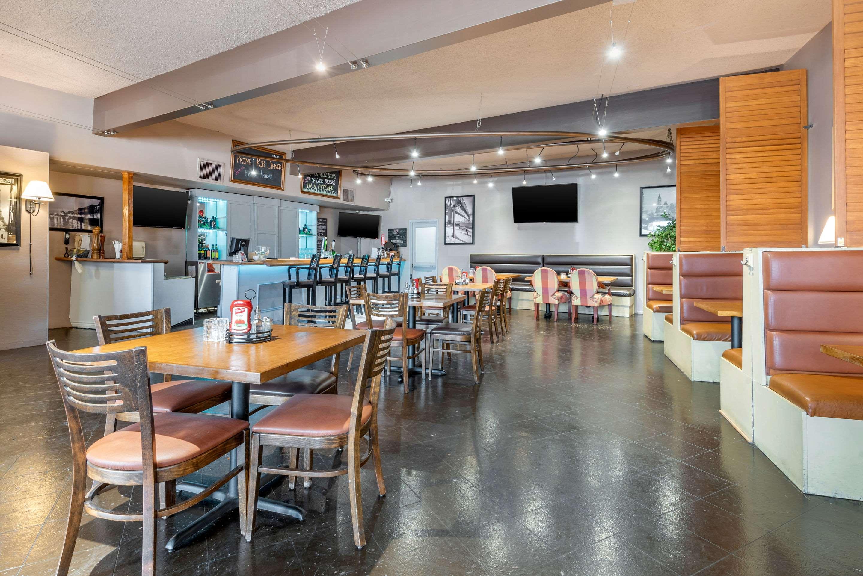 Breakfast area Quality Inn Sarnia (519)344-1157