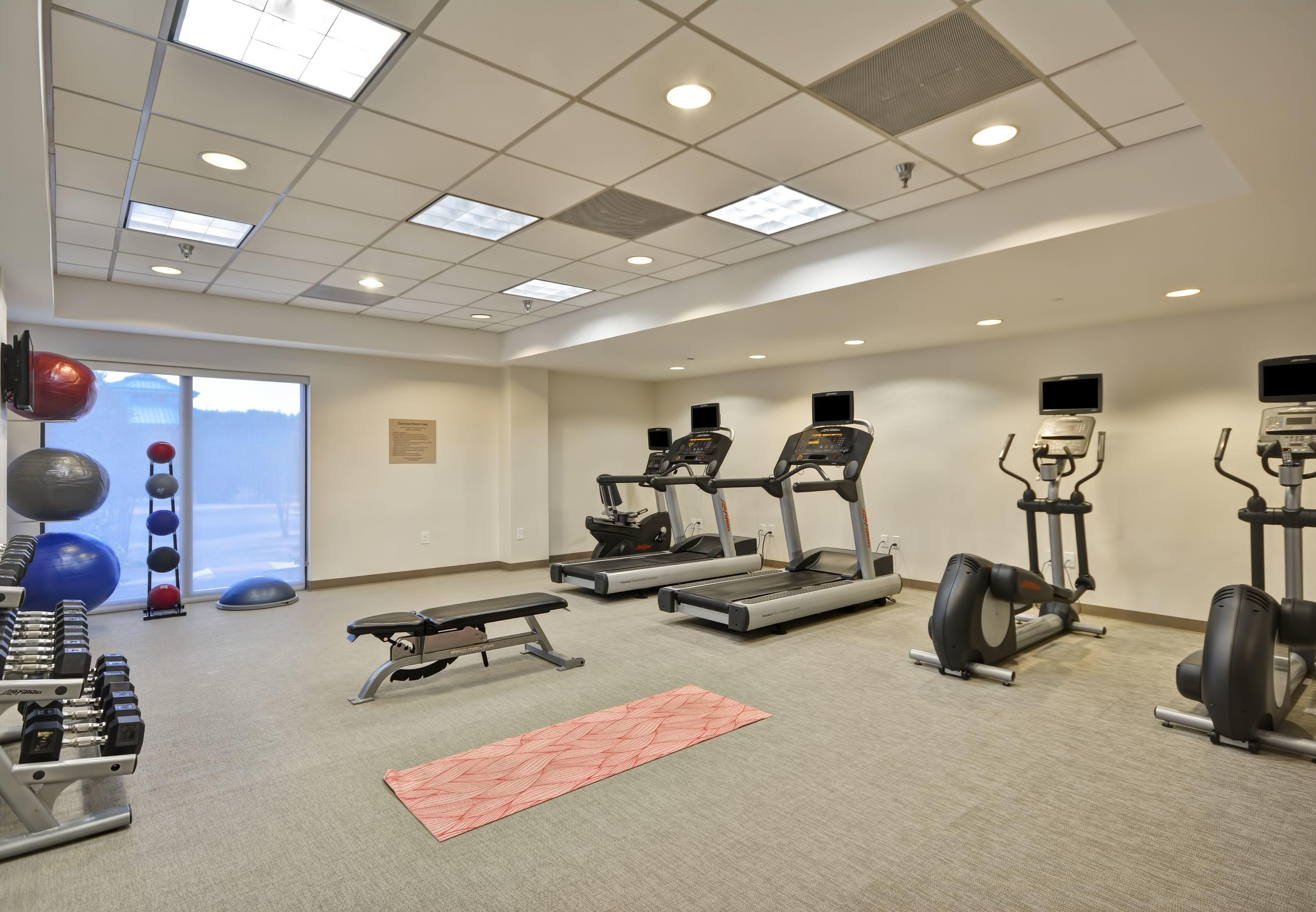 Located in San Antonio, within a km radius of Six Flags Fiesta Texas and The Shops at La Cantera, SpringHill Suites by Marriott San Antonio Northwest at The Rim provides accommodation with free WiFi throughout the property.