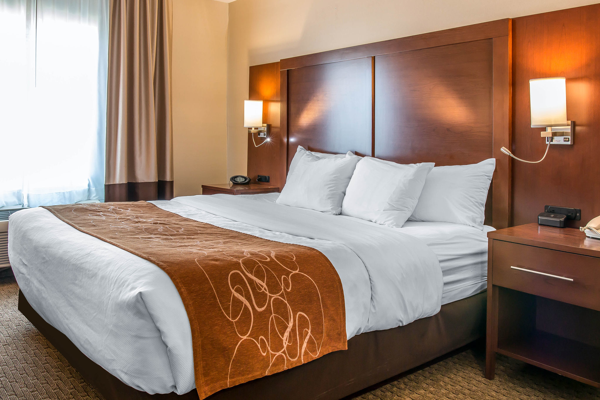 Comfort Hotel Amp Suites Downtown Montreal