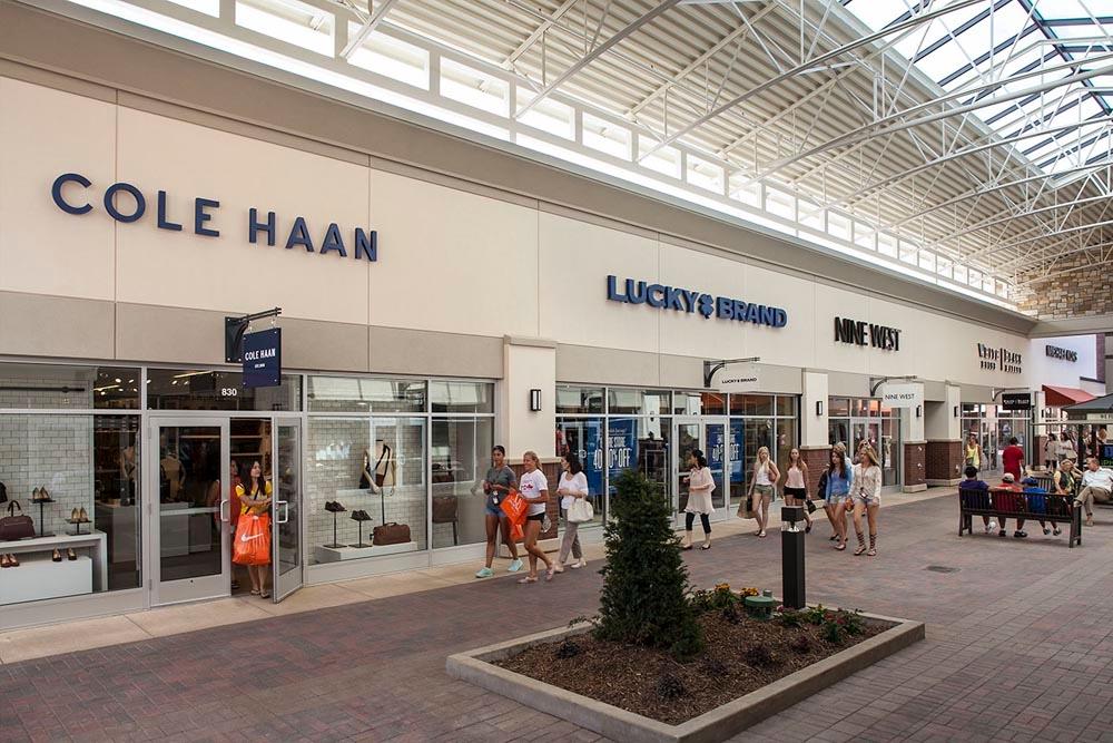 Find impressive savings at Armani Outlet, Boon The Shop, Coach, Ermenegildo Zegna, Kuho, Michael Kors, Polo Ralph Lauren, Roberto Cavalli and more.