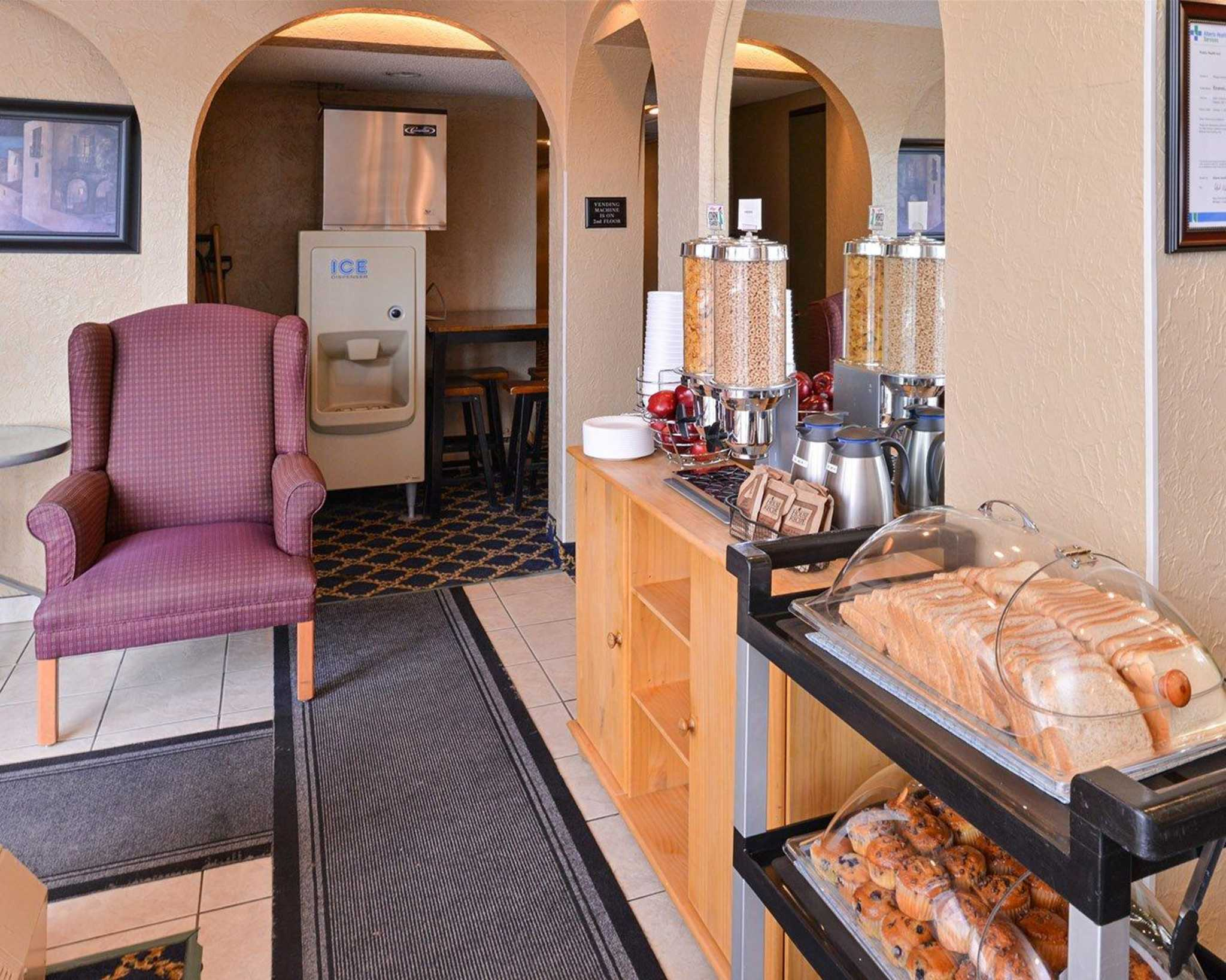 Econo Lodge Motel Village