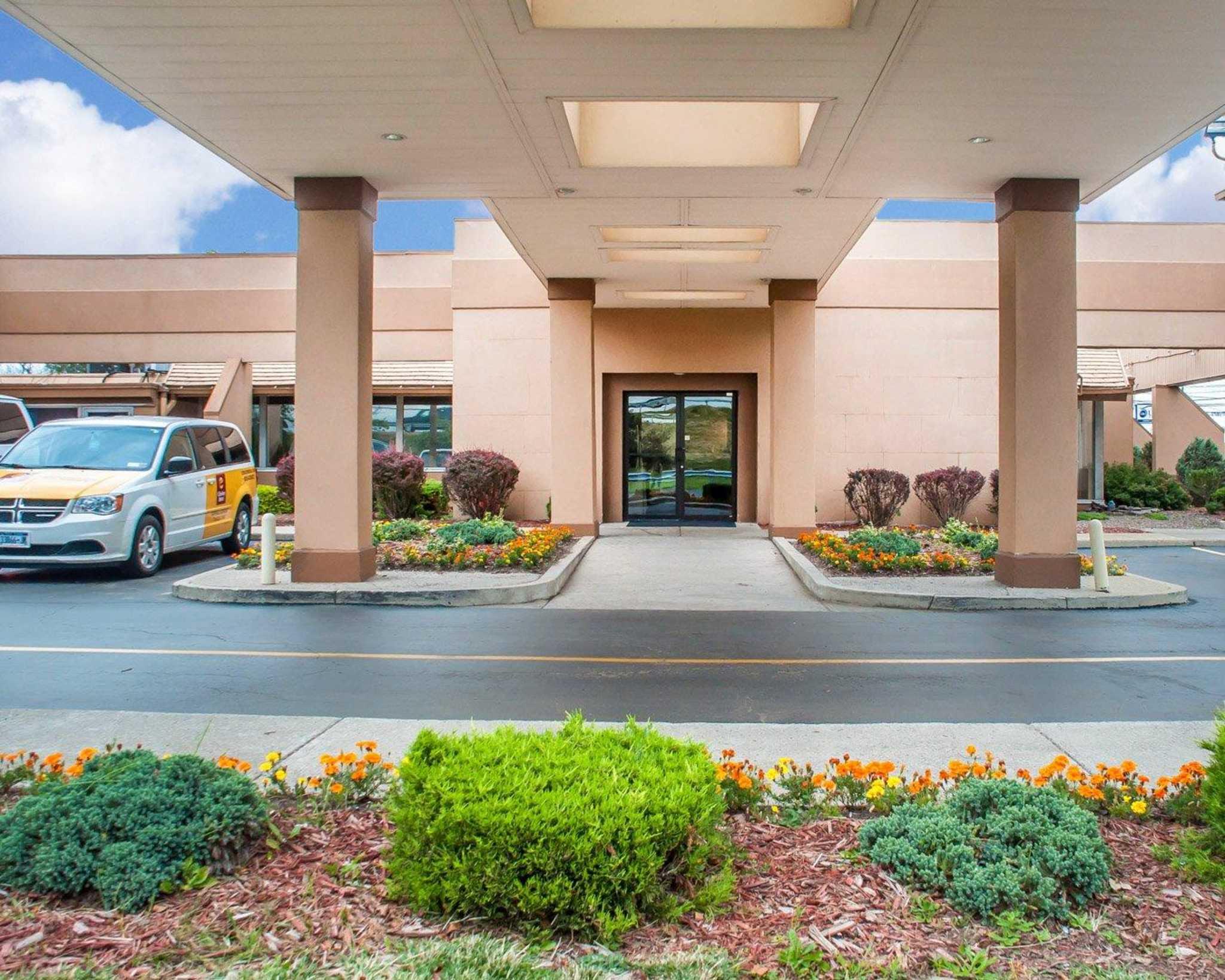 Clarion Hotel Buffalo Airport Williamsville New York Ny