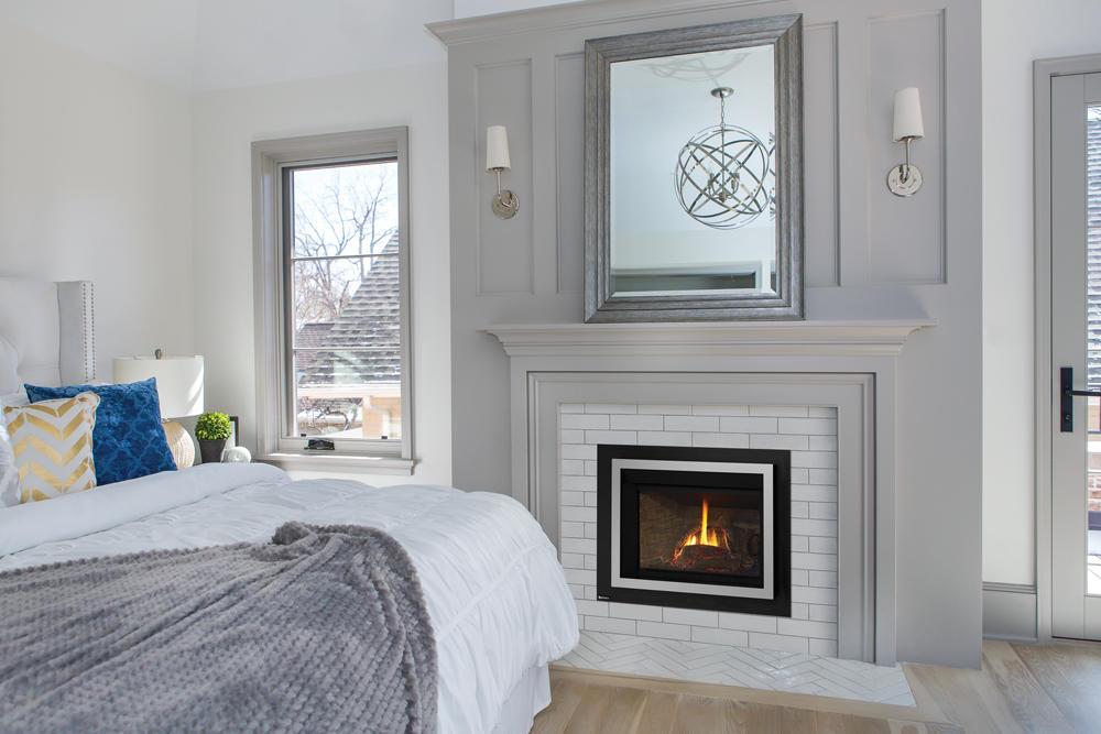 Fireplace Gallery in Edmonton: Regency Liberty Series Small Gas Fireplace Insert - LRI3