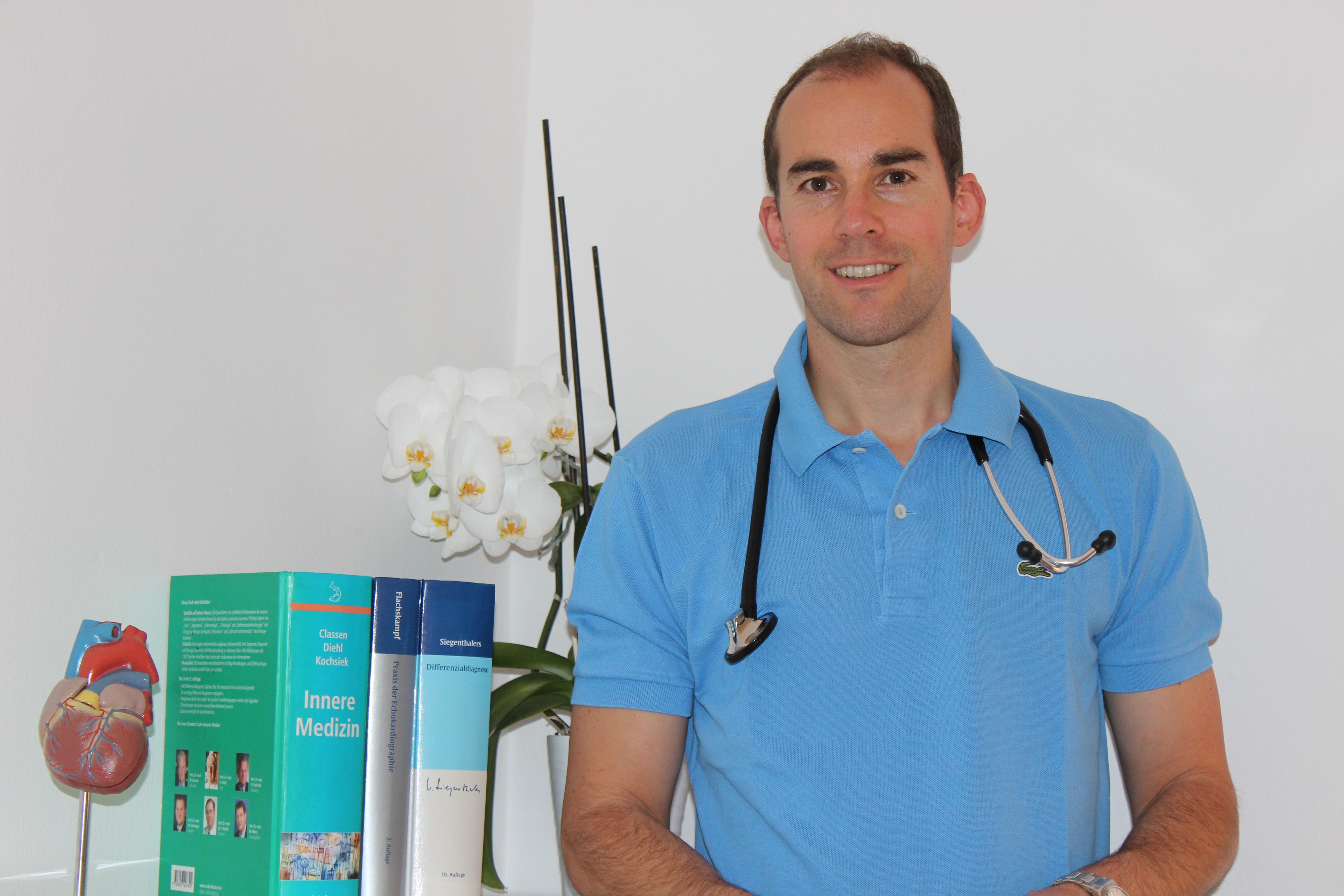 Dr. Nikolas Linasi