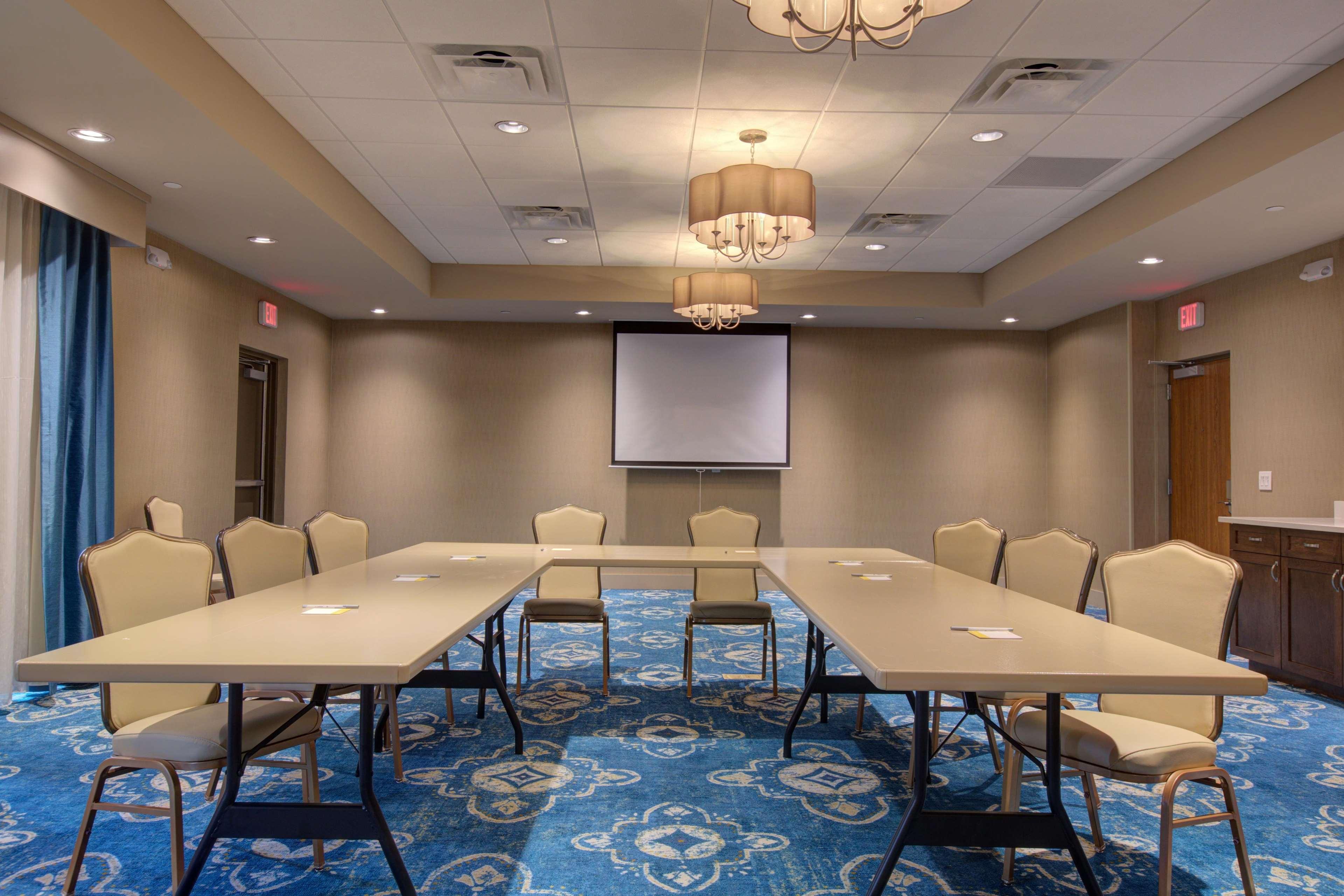 Hampton Inn Suites Tampa Busch Gardens Area In Tampa Fl 33612