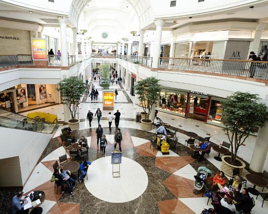 Listed here is the time table of Menlo Park mall hour which will help you to visit the mall easily. Monday- The store opens at 10 Am and the closing time of the mall is PM. Tuesday- On Tuesday the store opens at 10 Am and the closing time of the mall is PM.