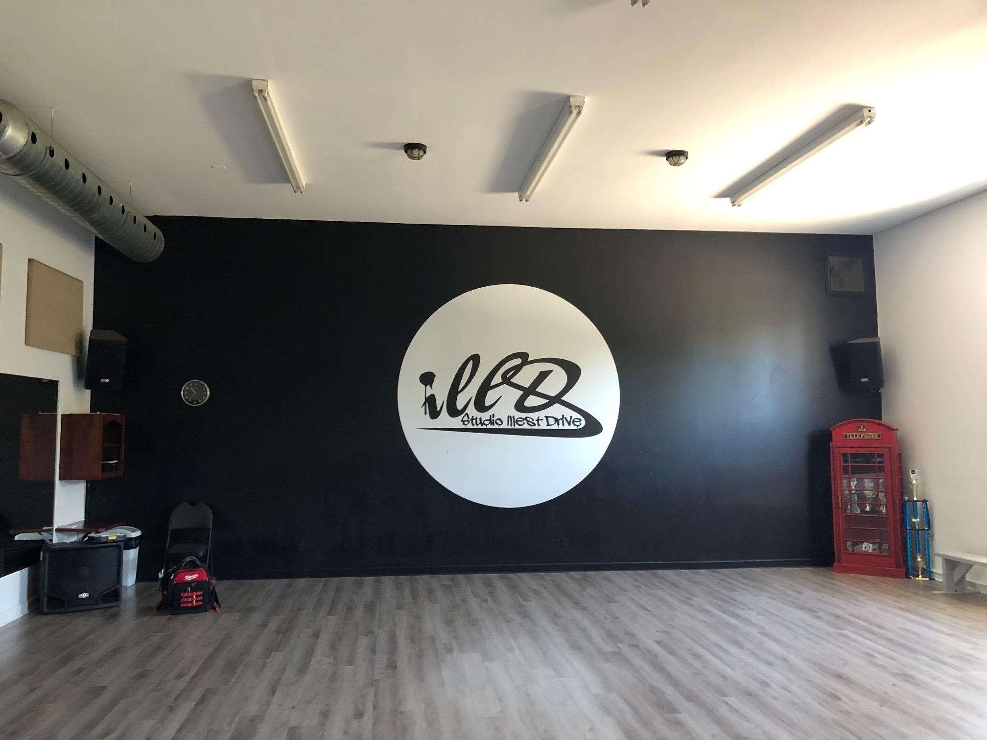 E-lite inc à Montréal: Entretien des équipements audio de plusieurs studios de danse à Boisbriand. Vente et réparation.
