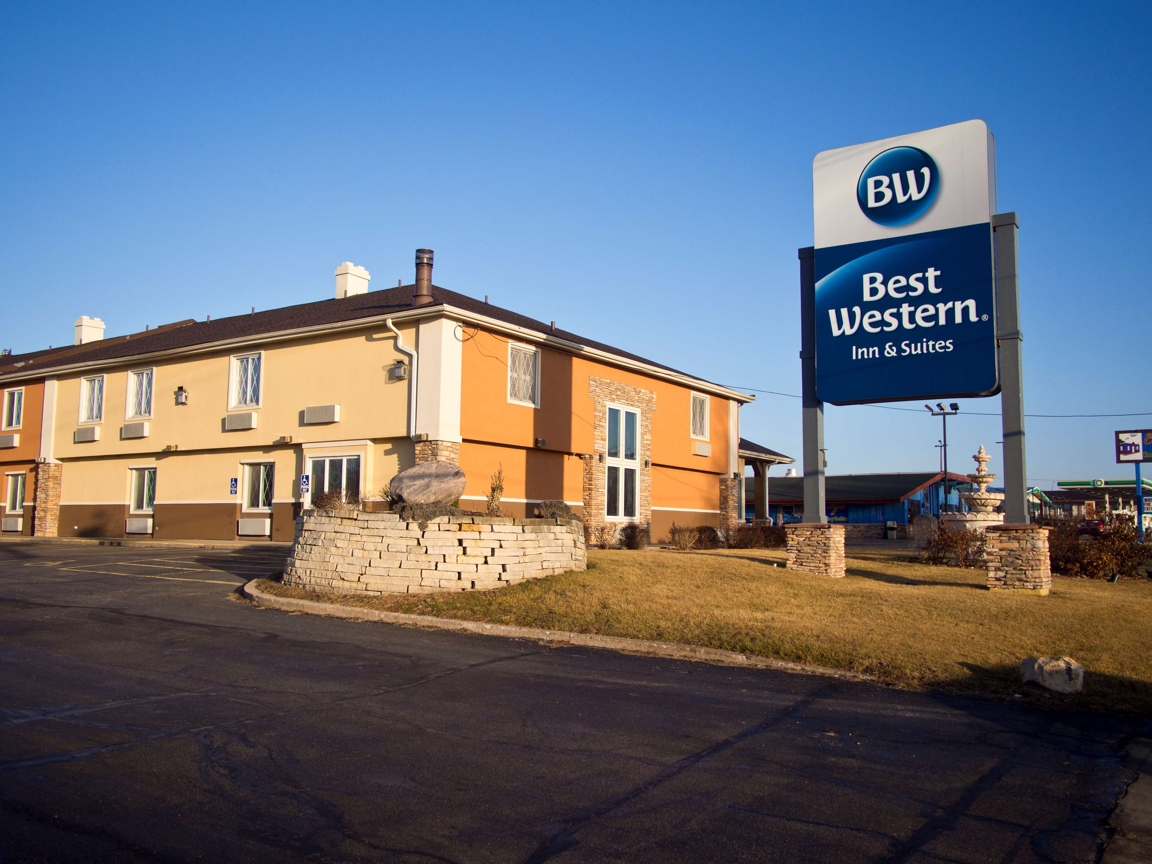 best western cantebury inn suites closed in coralville. Black Bedroom Furniture Sets. Home Design Ideas