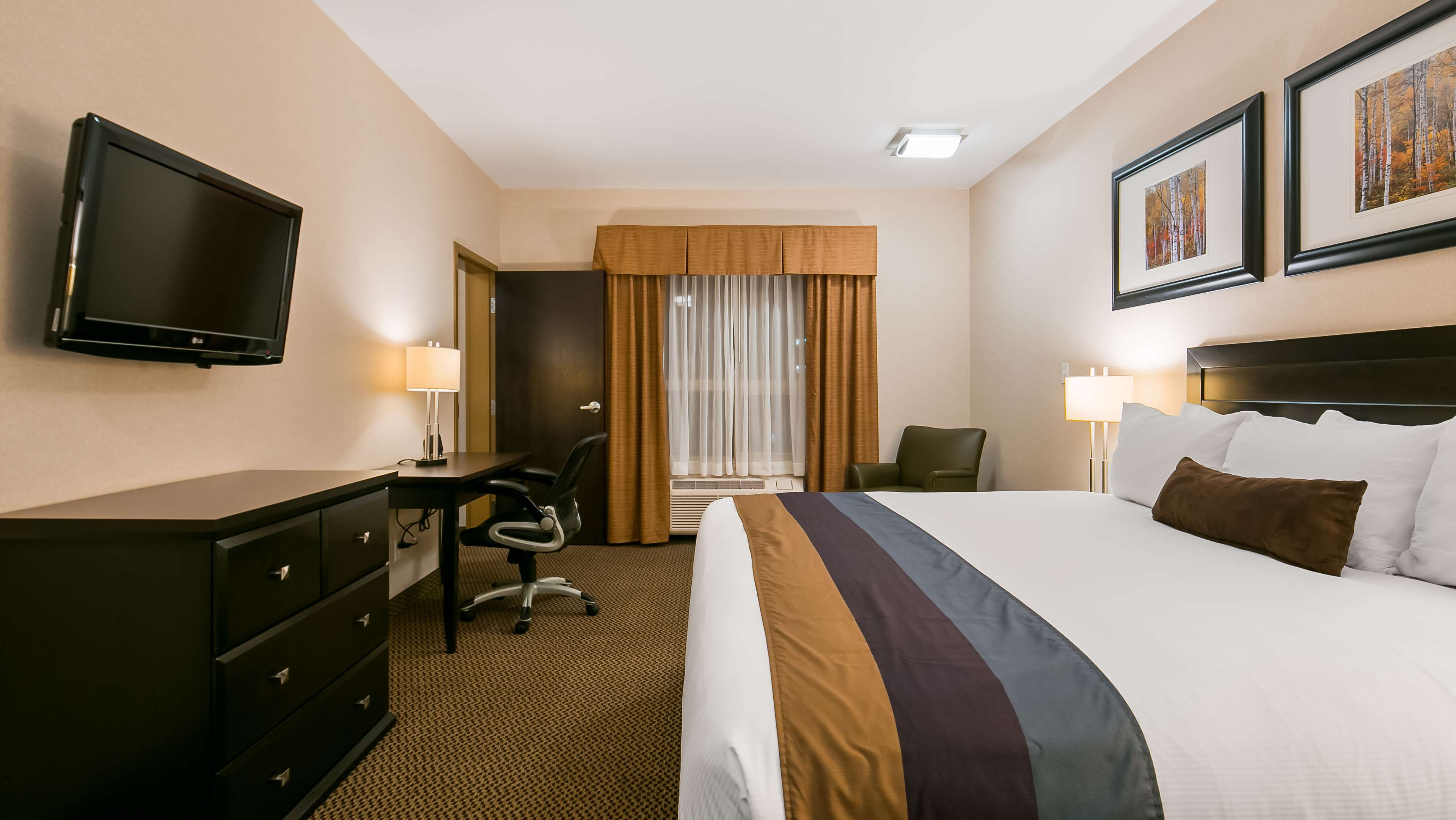 If you're traveling with your family Best Western Wainwright Inn & Suites Wainwright (780)845-9934