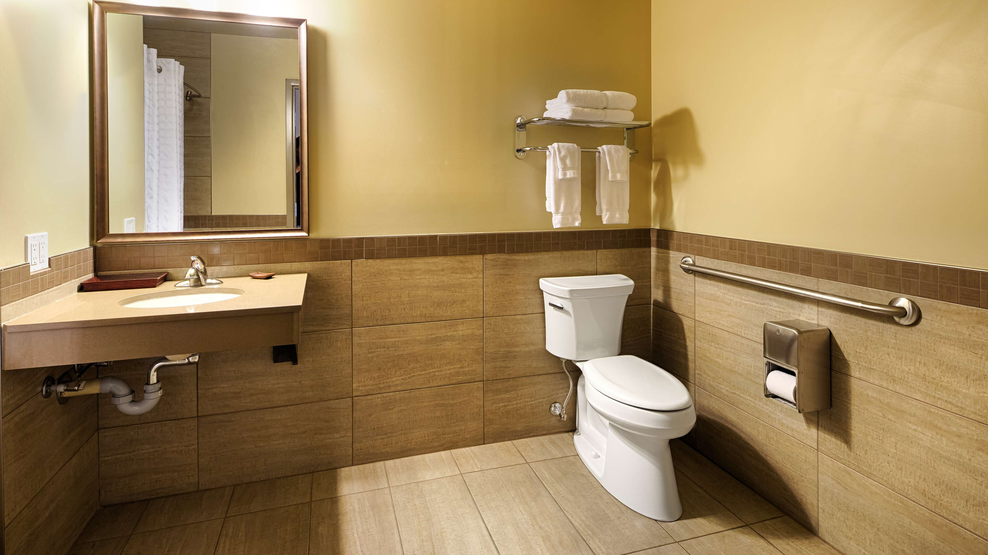 King Accessible Bathroom Best Western Plus Winnipeg West Headingley (204)594-2200